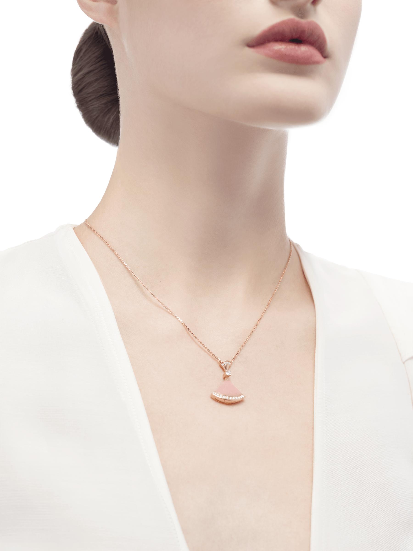 フェミニンなピンクオパールとダイヤモンドの優雅な輝きを一体化したディーヴァ ドリームネックレス。洗練された現代のディーヴァたちを称えます。 354340 image 6