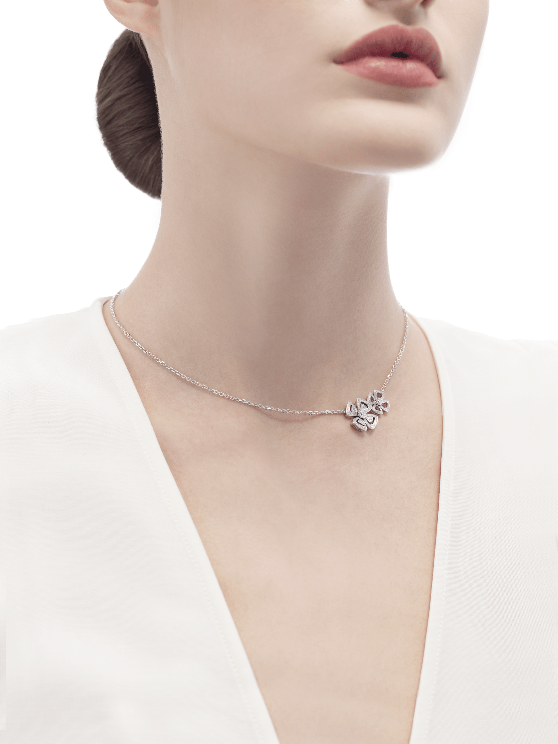 Fiorever two-flower 18 kt white gold necklace set with two central diamonds and pavé diamonds. 354498 image 4