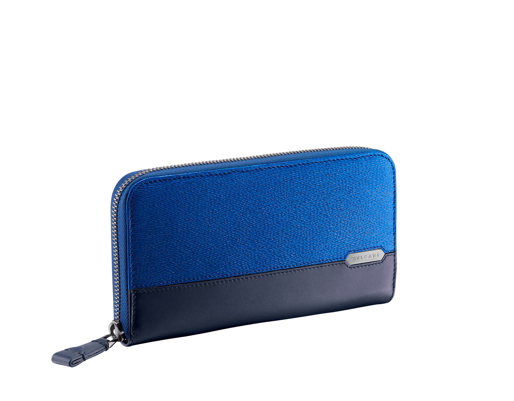 Serpenti Scaglie men's zipped wallet in cobalt tourmaline grazed calf leather and dark denim calf leather. Bvlgari logo engraved on the hexagonal scaglie metal plate finished in dark ruthenium. 288604 image 1