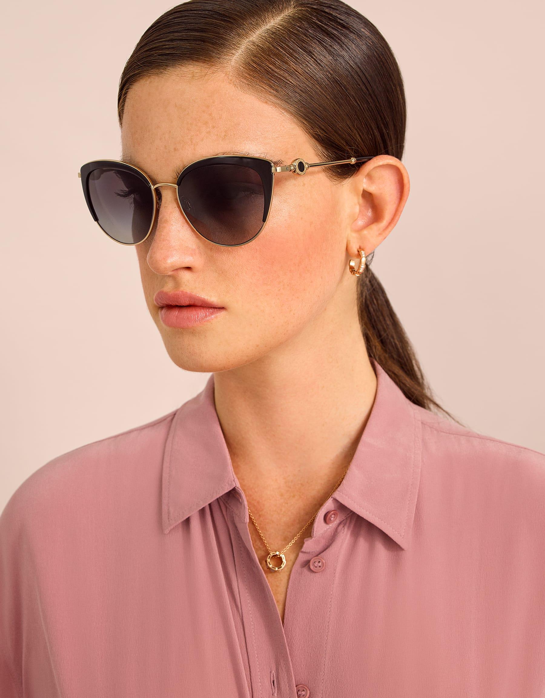 Gafas de sol BVLGARI BVLGARI en delicada forma de ojo de gato en metal con un adorno redondo con el logotipo doble. 903913 image 3