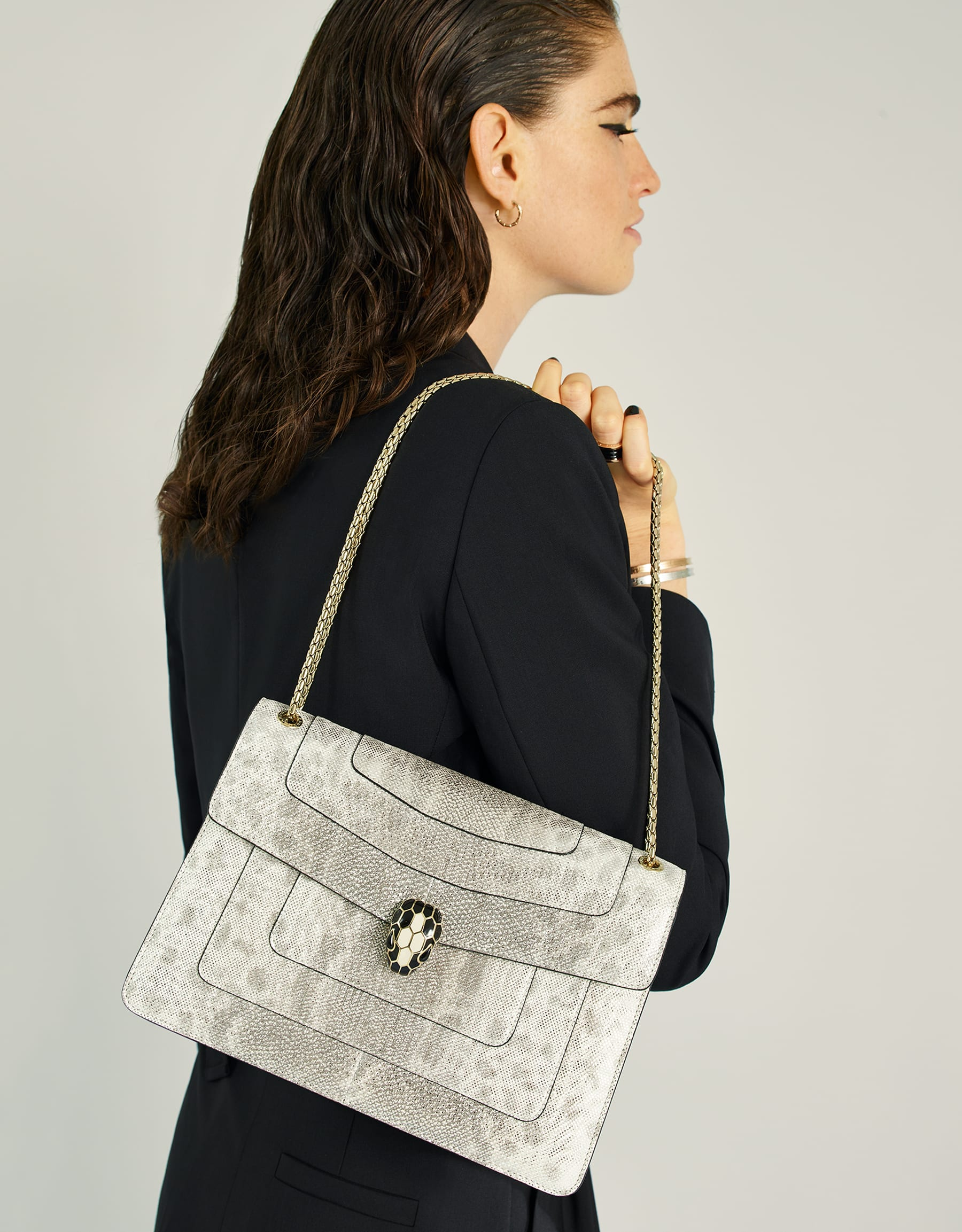 """""""Serpenti Forever"""" shoulder bag in white agate metallic karung skin. Iconic snakehead closure in light gold plated brass enriched with black and white agate enamel and black onyx eyes. 288797 image 5"""