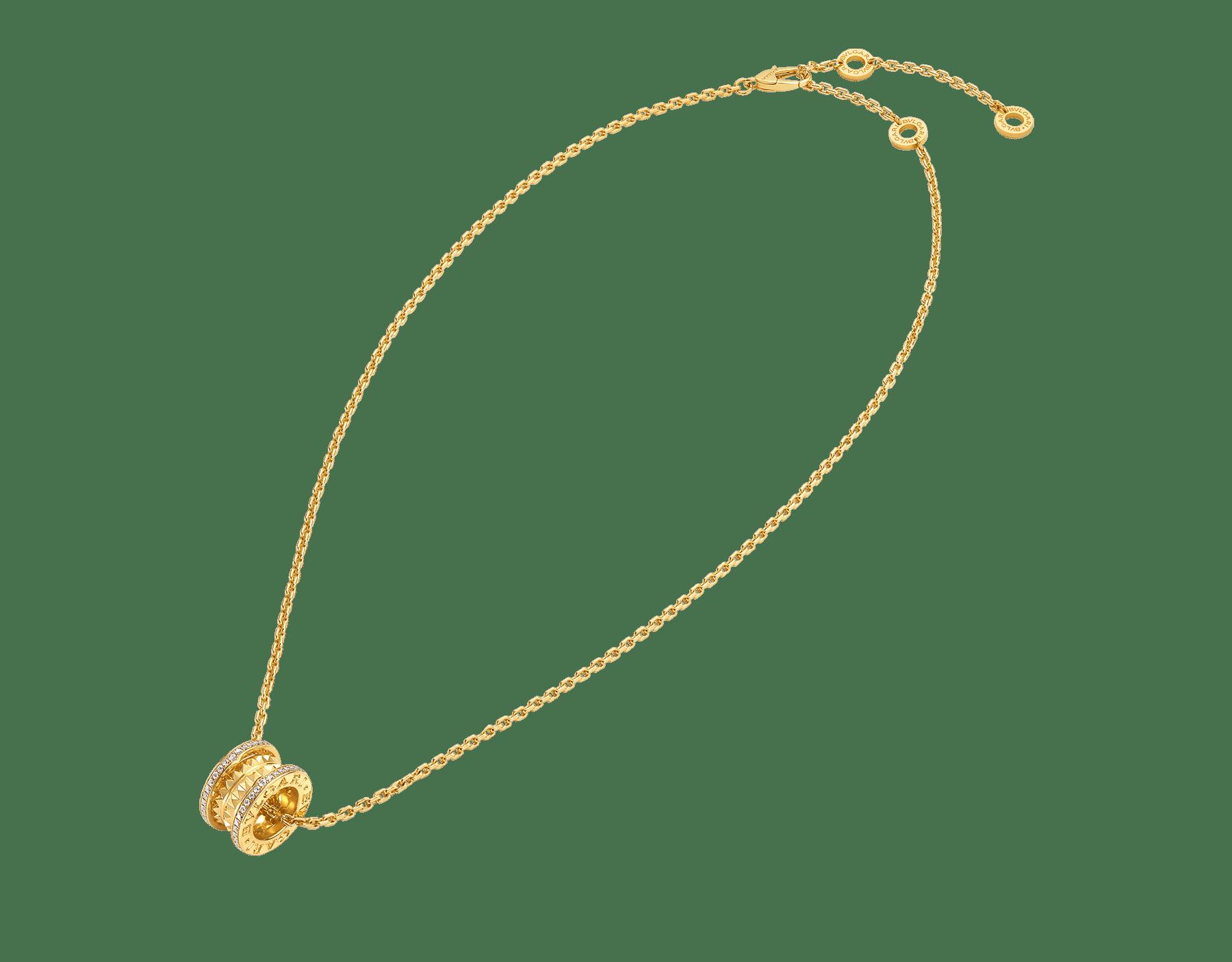 عقد بي.زيرو1 روك مع قلادة من الذهب الأصفر عيار 18 قيراطاً جزءها اللولبي مزين بزخارف نافرة، وحوافها مرصعة بالألماس المرصوف، وسلسلة من الذهب الأصفر عيار 18 قيراطاً 357885 image 2