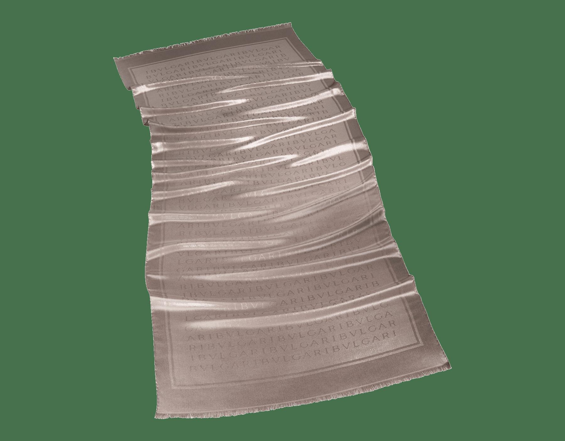 Pearl Lettere L Metal stole in fine silk. 244221 image 1