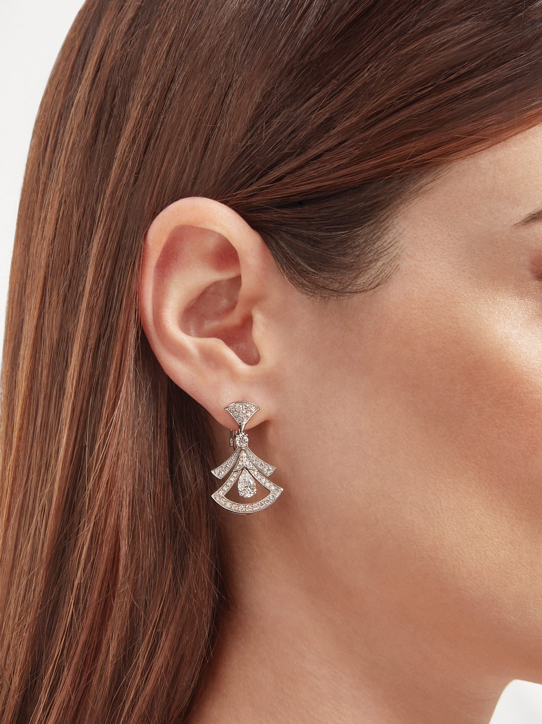Divas' Dream 18 kt white gold openwork earrings set with two pear-shaped diamonds (1.40 ct), two round brilliant-cut diamonds (0.30 ct) and pavé diamonds (1.18 ct) 358221 image 4