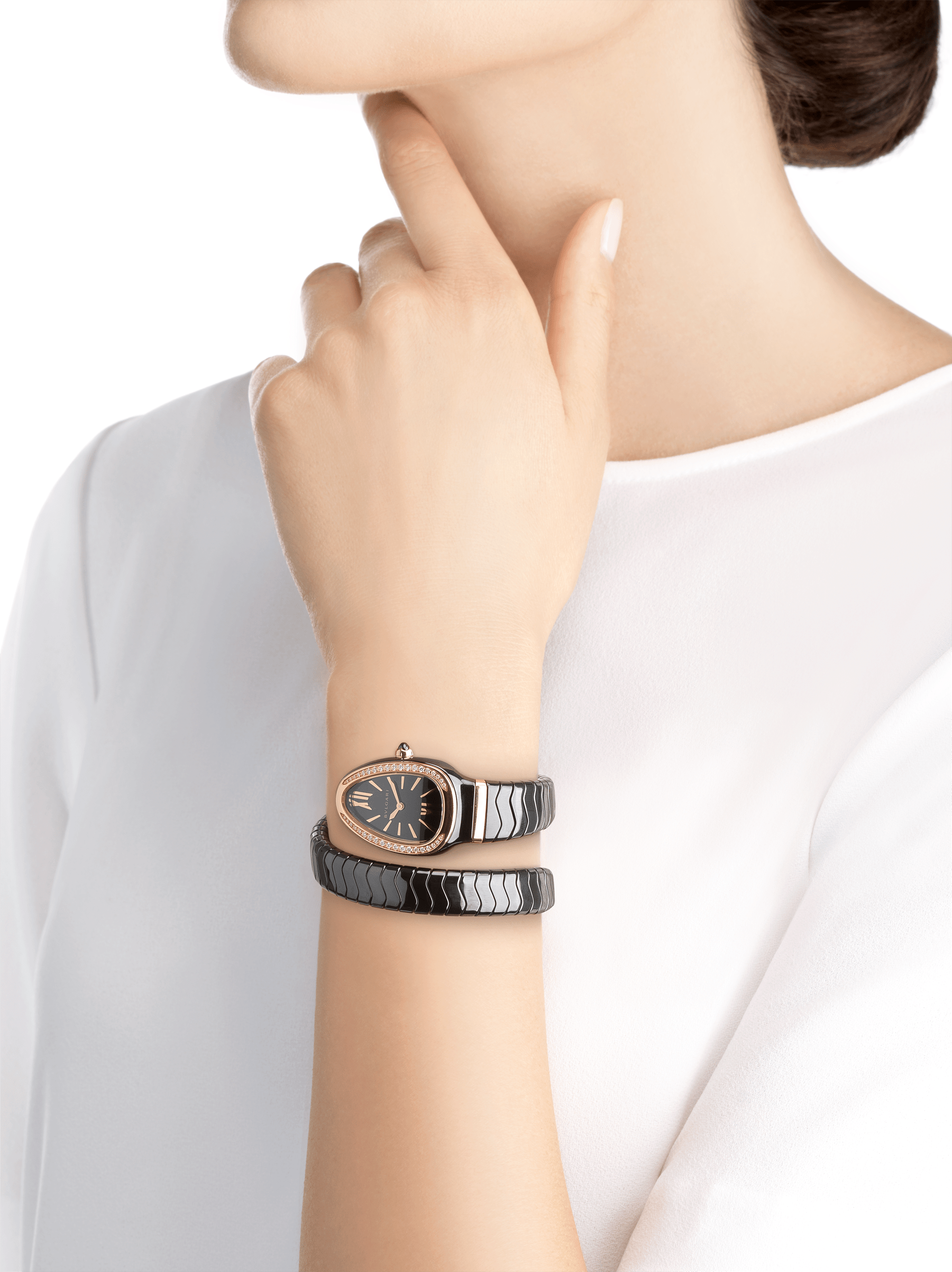 Serpenti Spiga single spiral watch with black ceramic case, 18 kt rose gold bezel set with brilliant cut diamonds, black lacquered dial, black ceramic bracelet with 18 kt rose gold elements. 102532 image 4