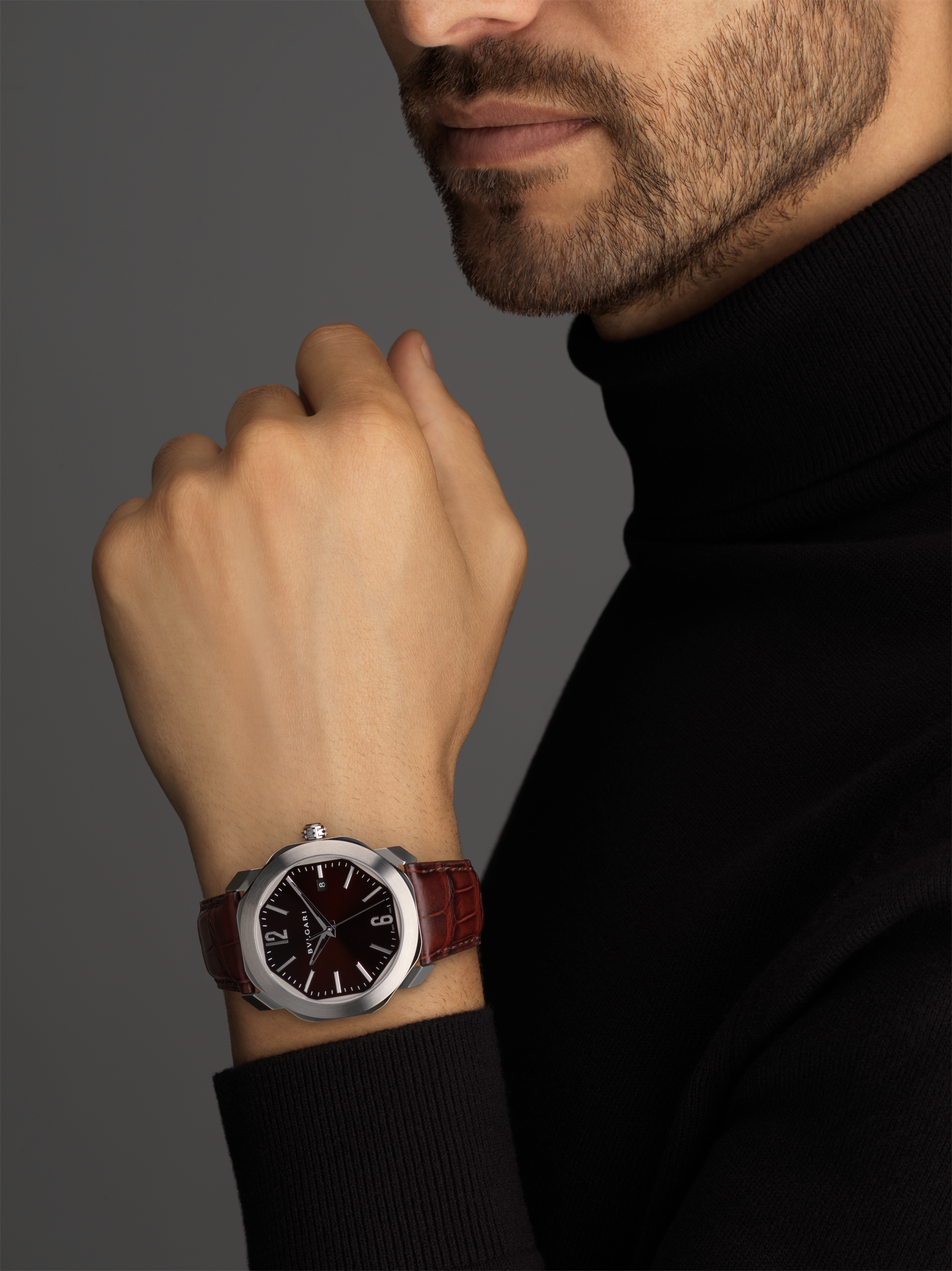 Octo Roma watch with mechanical manufacture movement, automatic winding, stainless steel case, dark brown lacquered dial and brown alligator bracelet. 102705 image 5