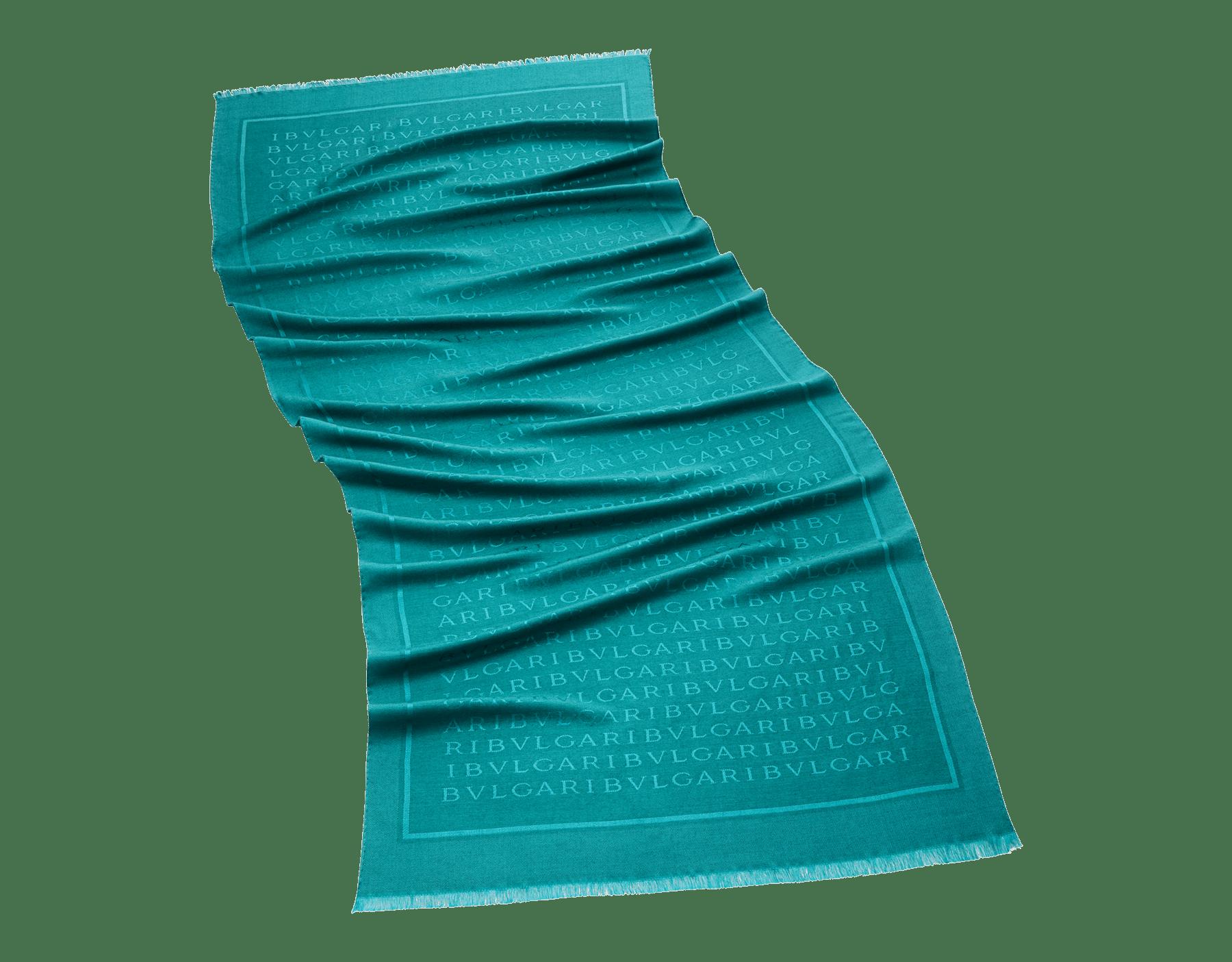 Turmalinfarbene Lettere Maxi Stola aus feiner Seide und Wolle. LETTEREMAXIb image 1