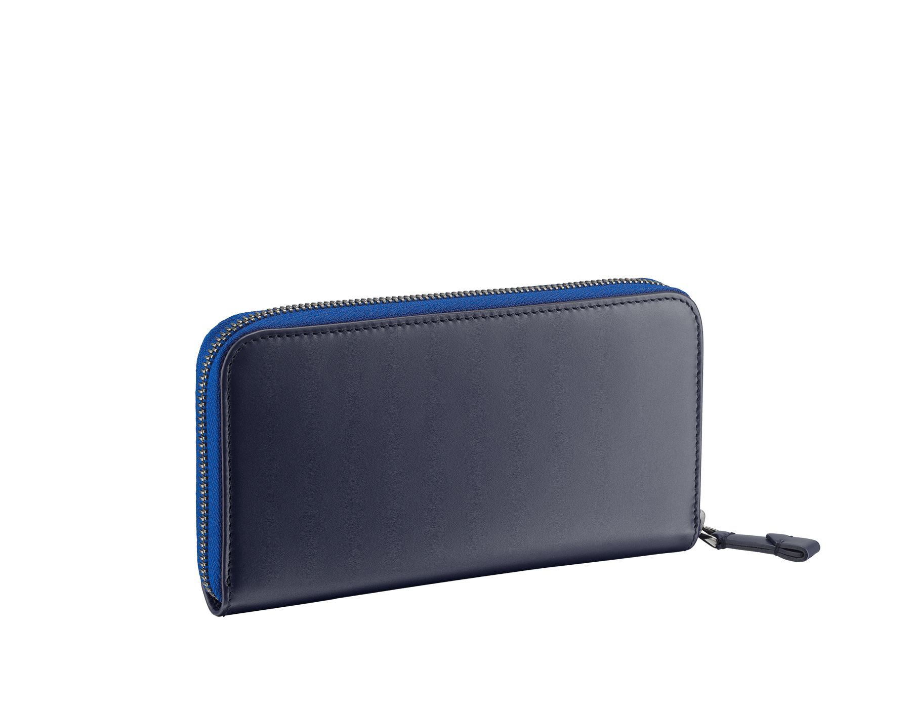 Serpenti Scaglie men's zipped wallet in cobalt tourmaline grazed calf leather and dark denim calf leather. Bvlgari logo engraved on the hexagonal scaglie metal plate finished in dark ruthenium. 288604 image 3