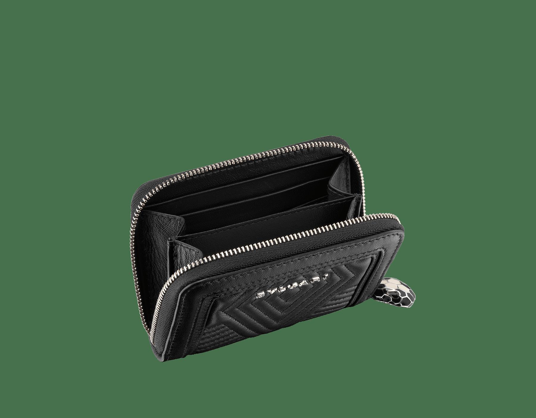 Portefeuille mini modèle Serpenti Diamond Blast en cuir nappa matelassé noir. Tirette Serpenti emblématique en émail noir et blanc avec yeux en émail noir. 287584 image 2