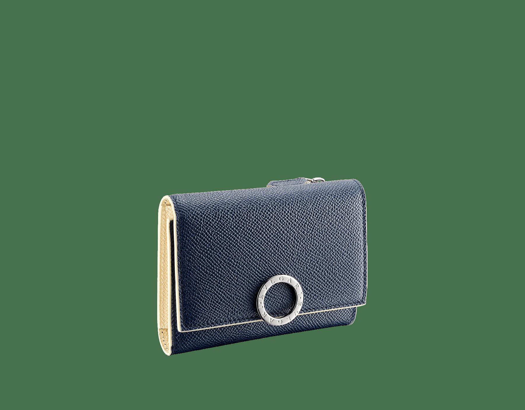 Portefeuille compact «Bvlgari Clip» en cuir de veau grainé couleur blanc Agate et couleur bleu Denim Sapphire. Fermoir emblématique orné du logo Bvlgari en laiton. BCM-YENCOMPACTZPb image 1