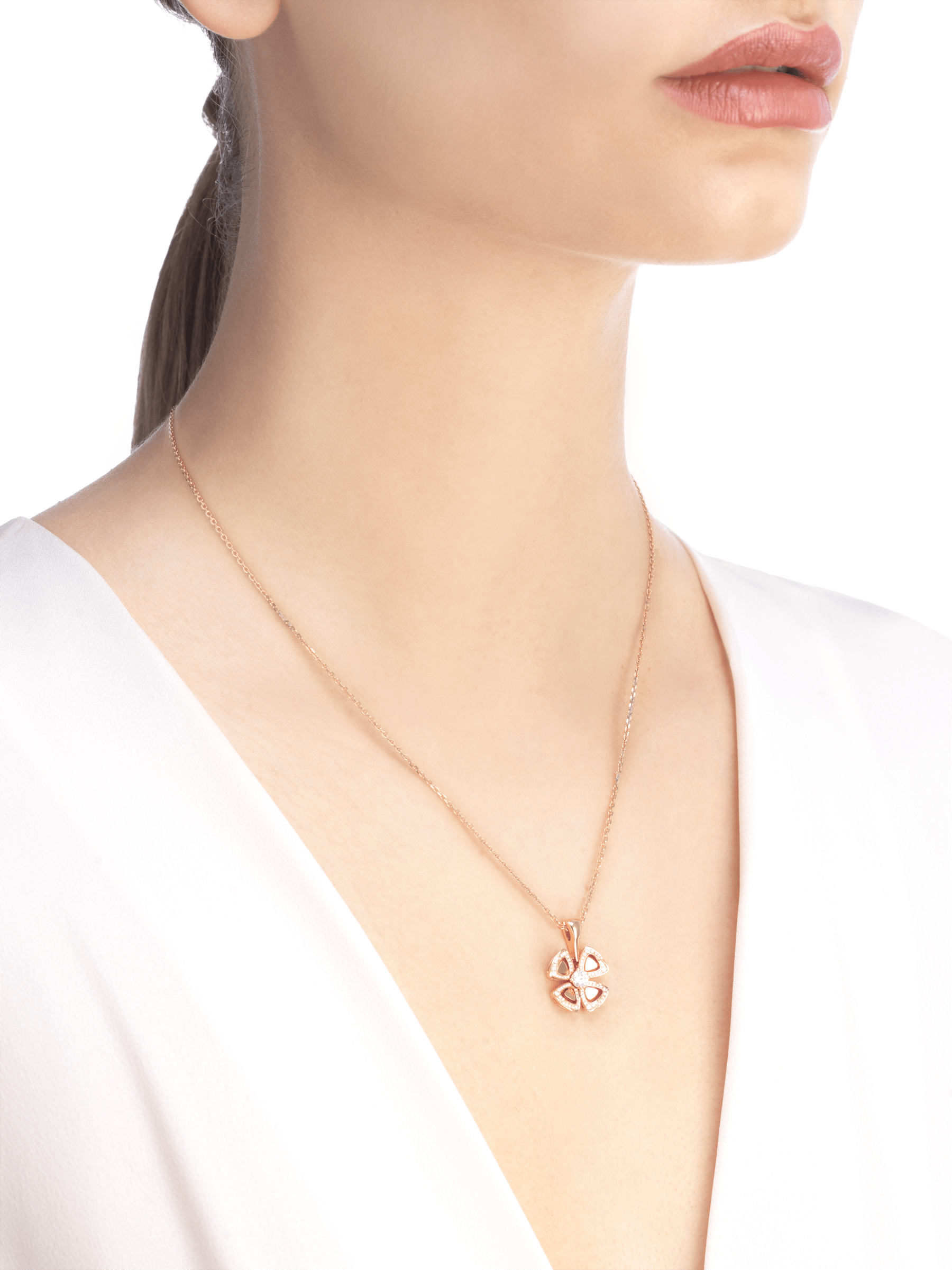 Fiorever 18 kt rose gold necklace set with a central diamond (0.20 ct) and pavé diamonds (0.18 ct) 356223 image 4