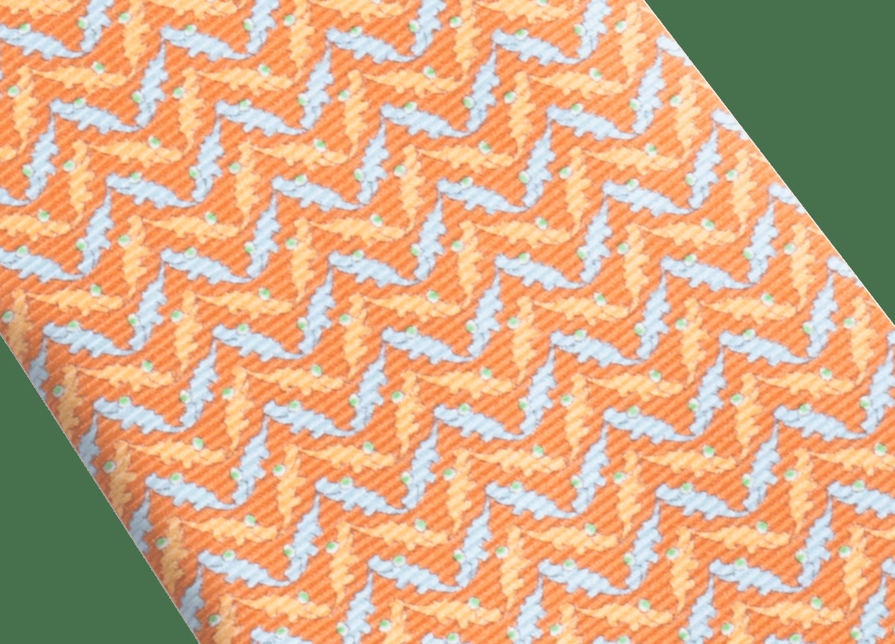 """Siebenfach gefaltete orangefarbene Krawatte mit """"Cocco Chevron""""-Muster aus feiner bedruckter Saglione-Seide. 244092 image 2"""