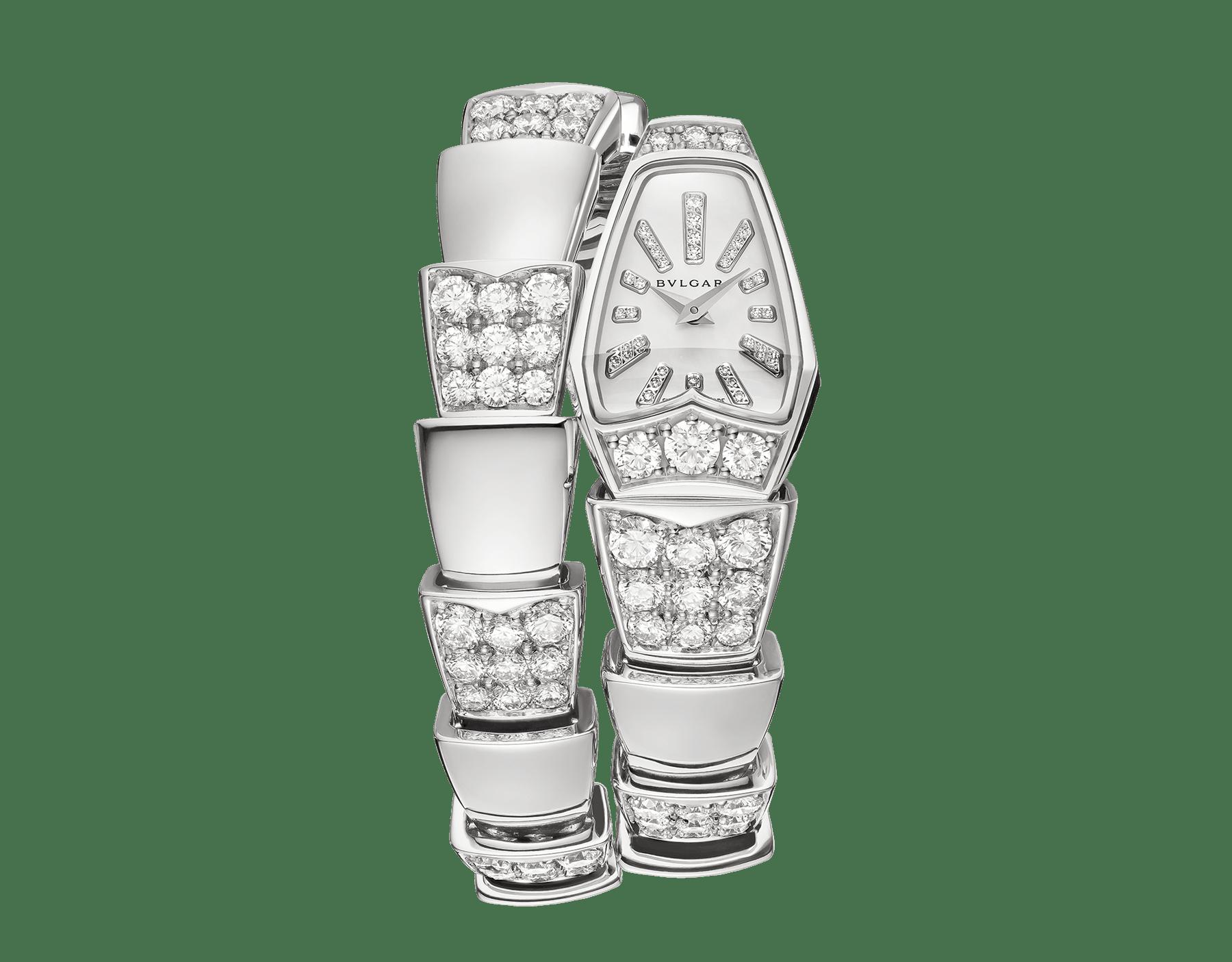 Serpenti Schmuckuhr mit Gehäuse aus 18Karat Weißgold und einfach geschwungenem Armband, beide mit Diamanten im Brillantschliff besetzt, weißes Perlmuttzifferblatt und Diamantindizes. 101787 image 1