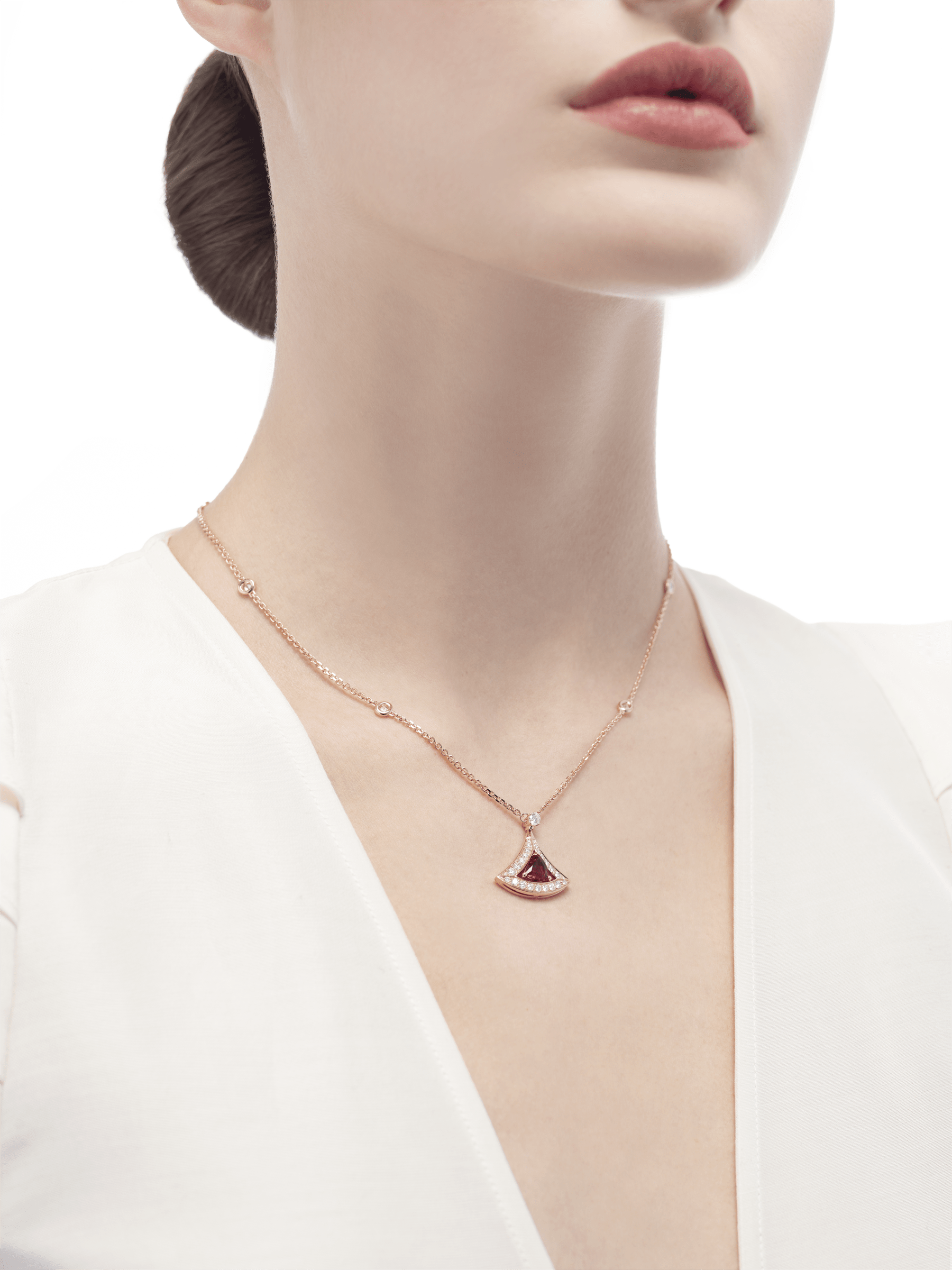 DIVAS' DREAM openwork necklace with 18 kt rose gold chain set with diamonds and 18 kt rose gold pendant with a pink tourmaline and set with pavé diamonds. 354366 image 4