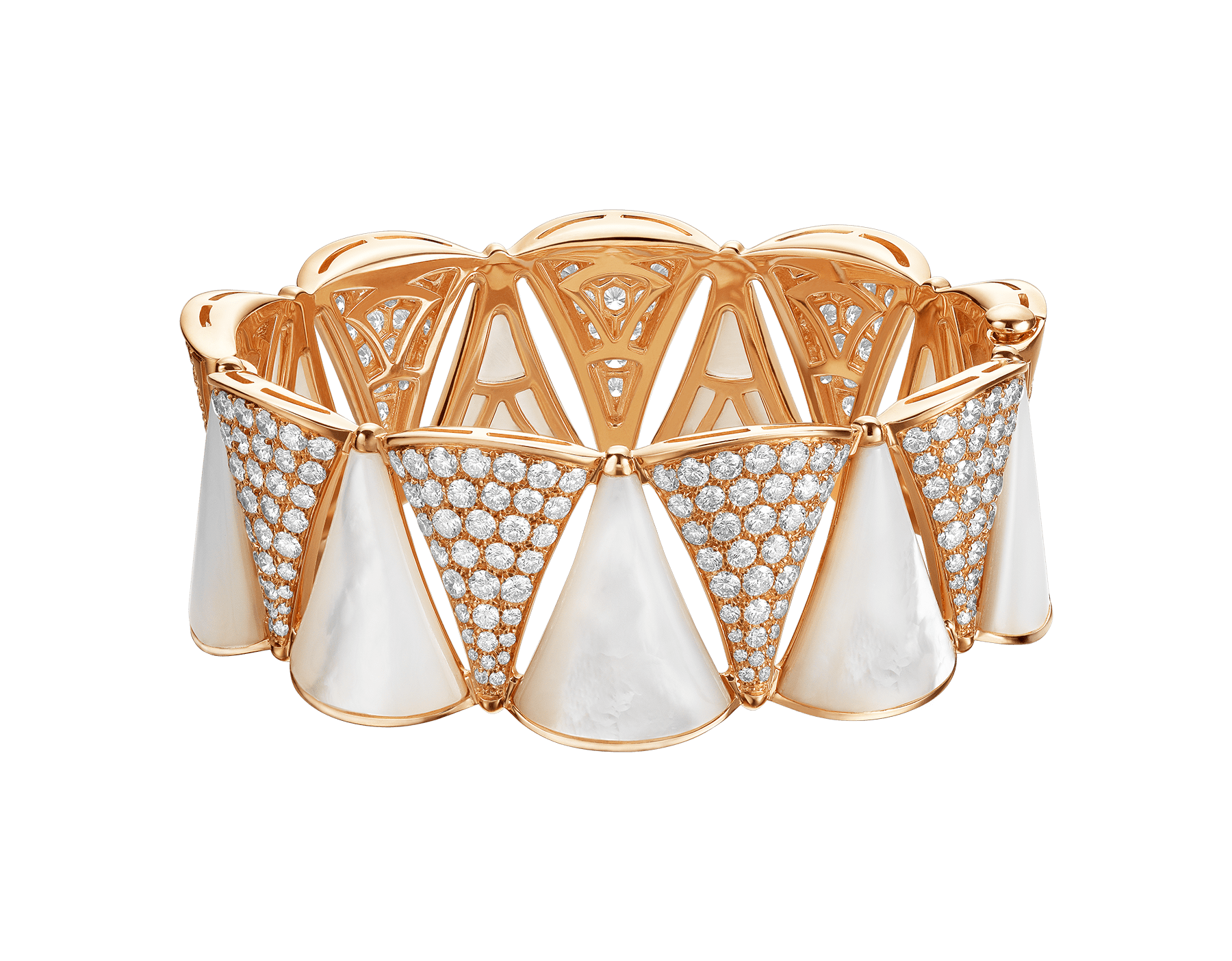 Produzida com o brilho de diamantes e a elegância etérea da madrepérola, a pulseira DIVAS' DREAM envolve o pulso com a pureza da beleza feminina. BR856837 image 1