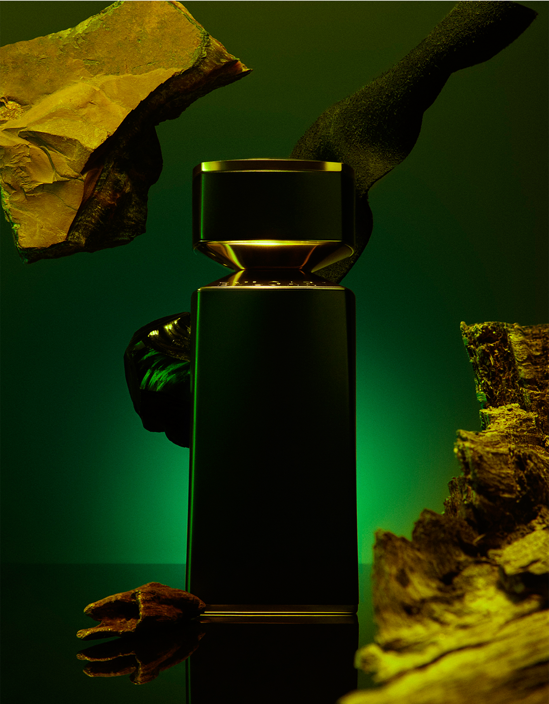 A deep and opulent black musk bringing to light warm notes of tanned leather, enveloped with mystic agarwood 40163 image 3