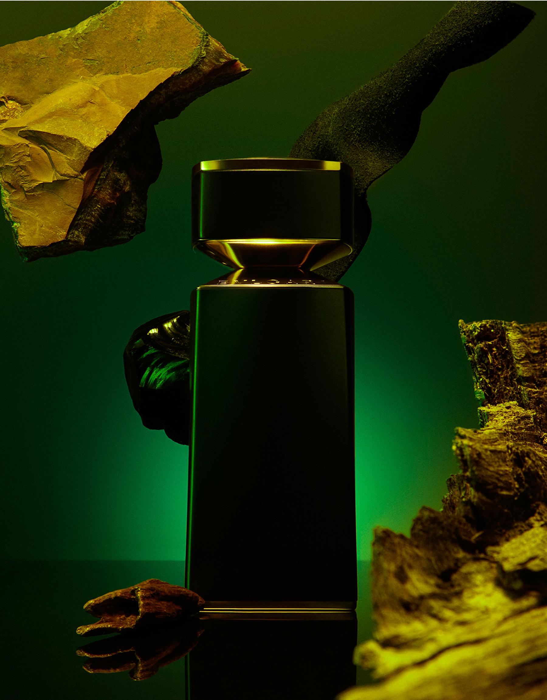 Tiefer, üppiger schwarzer Moschus und leichte, warme Noten von gegerbtem Leder, eingehüllt in geheimnisvolles Adlerholz 40163 image 3