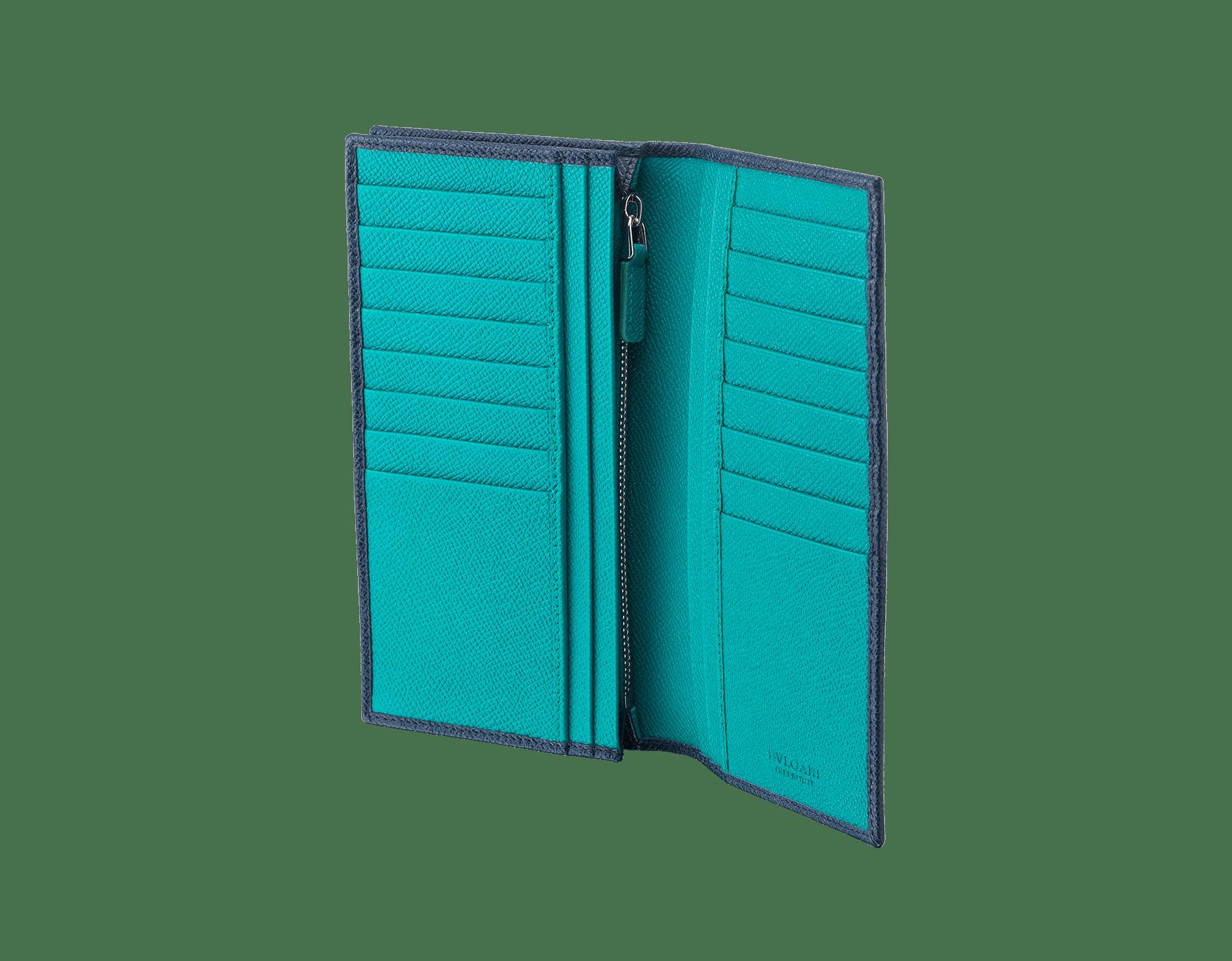 BVLGARI BVLGARI 男用日圓皮夾採用丹寧藍和熱帶綠松石色珠面小牛皮。經典品牌標誌鍍鈀黃銅元素。 288259 image 2