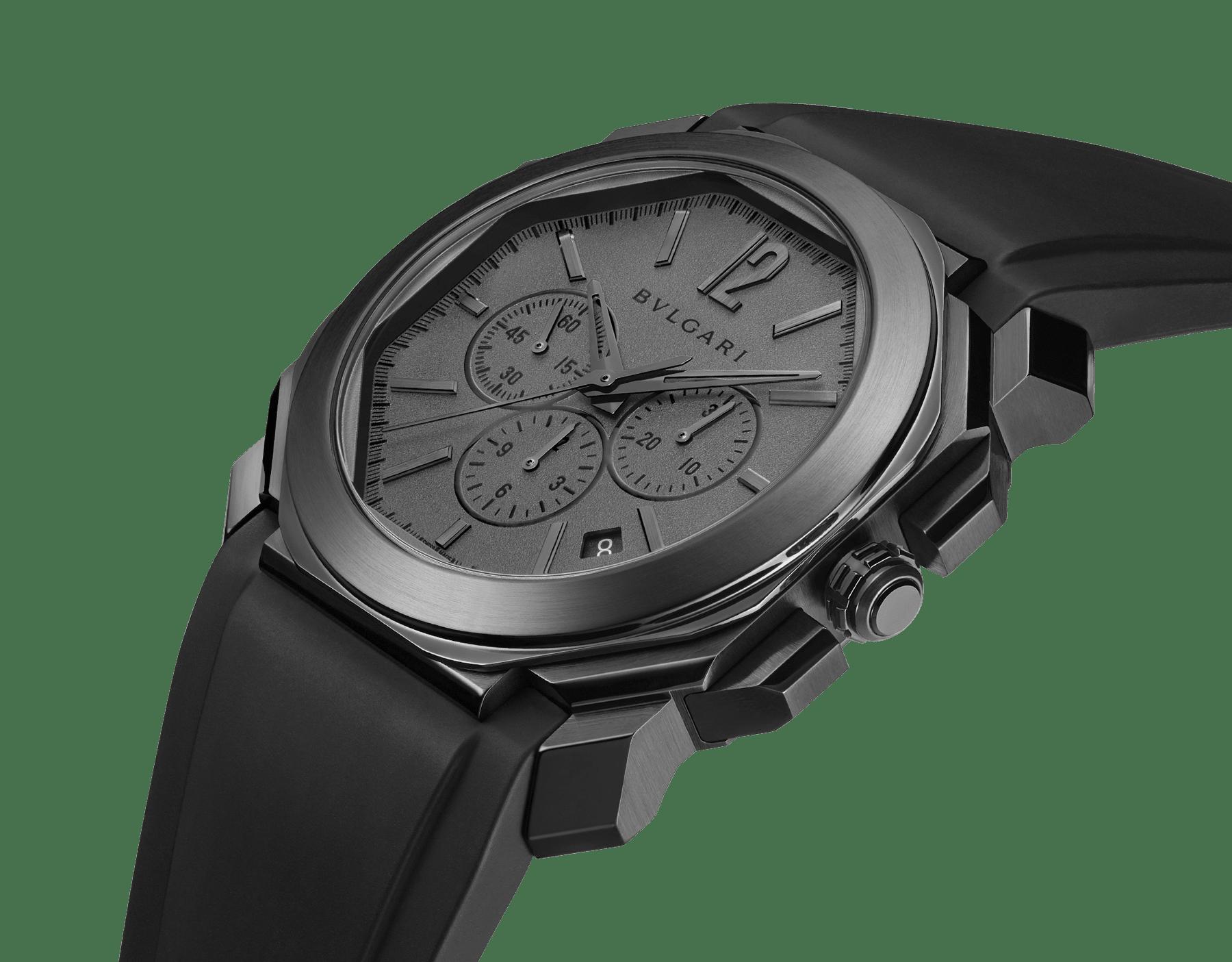 Octo L'Originale Uhr mit mechanischem Manufakturwerk, integriertem Hochfrequenz-Chronographen (5Hz), Säulenradmechanismus, Silizium-Hemmung, Automatikaufzug und Datumsanzeige, Gehäuse aus Edelstahl mit schwarzer DLC (Diamond Like Carbon)-Beschichtung, grauem Zifferblatt und schwarzem Kautschukarmband 103027 image 2
