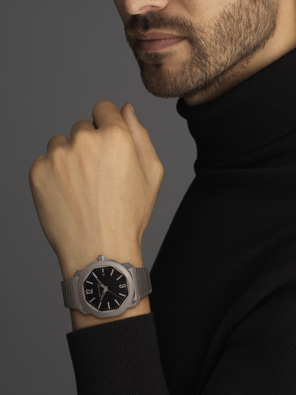 Montre Octo Roma avec mouvement mécanique de manufacture, remontage automatique, boîtier et bracelet en acier inoxydable, cadran laquénoir. 102704 image 4
