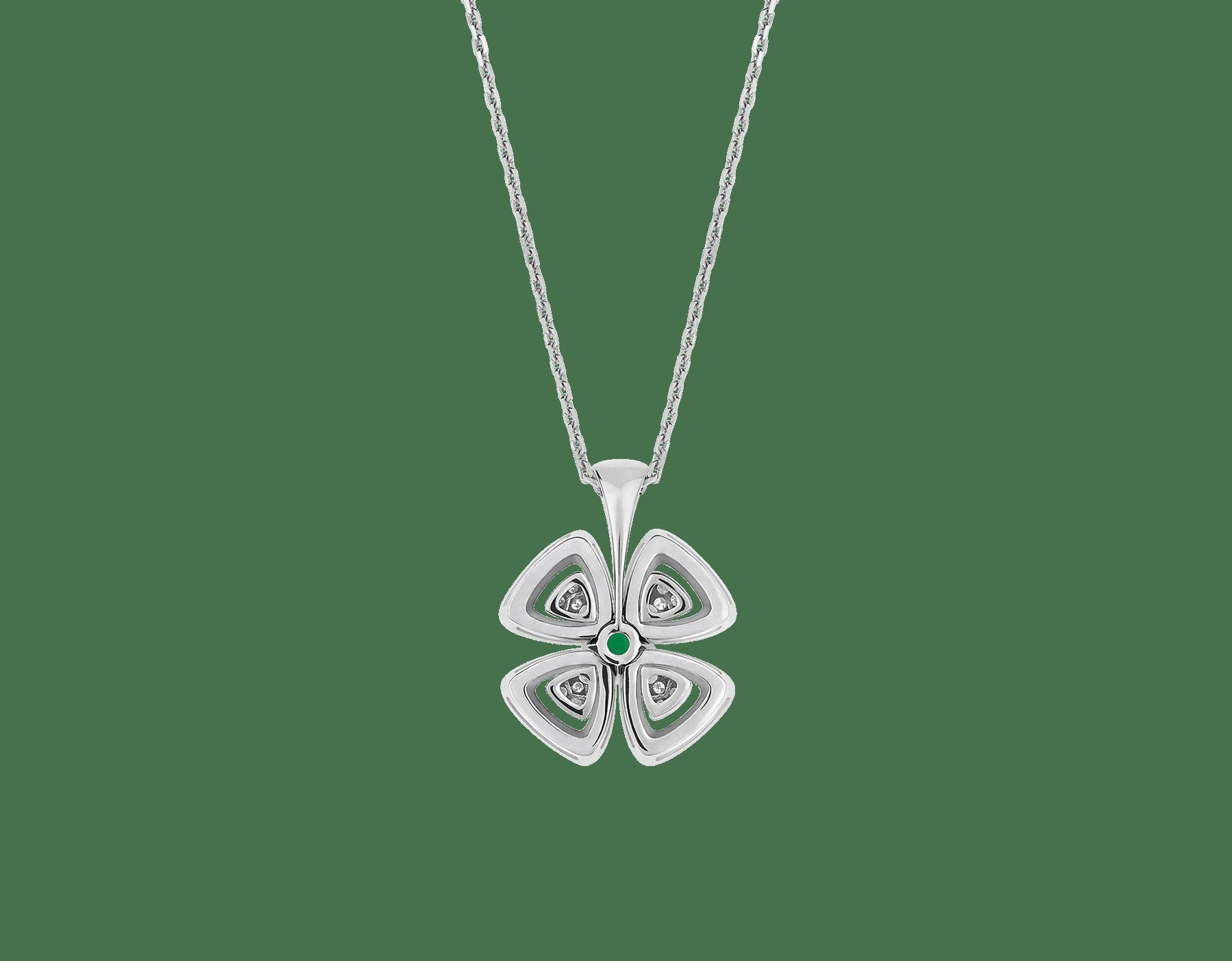 Colar com pingente Fiorever em ouro branco 18K cravejado com uma esmeralda central lapidação brilhante (0,30ct) e pavê de diamantes (0,31ct) 358427 image 4