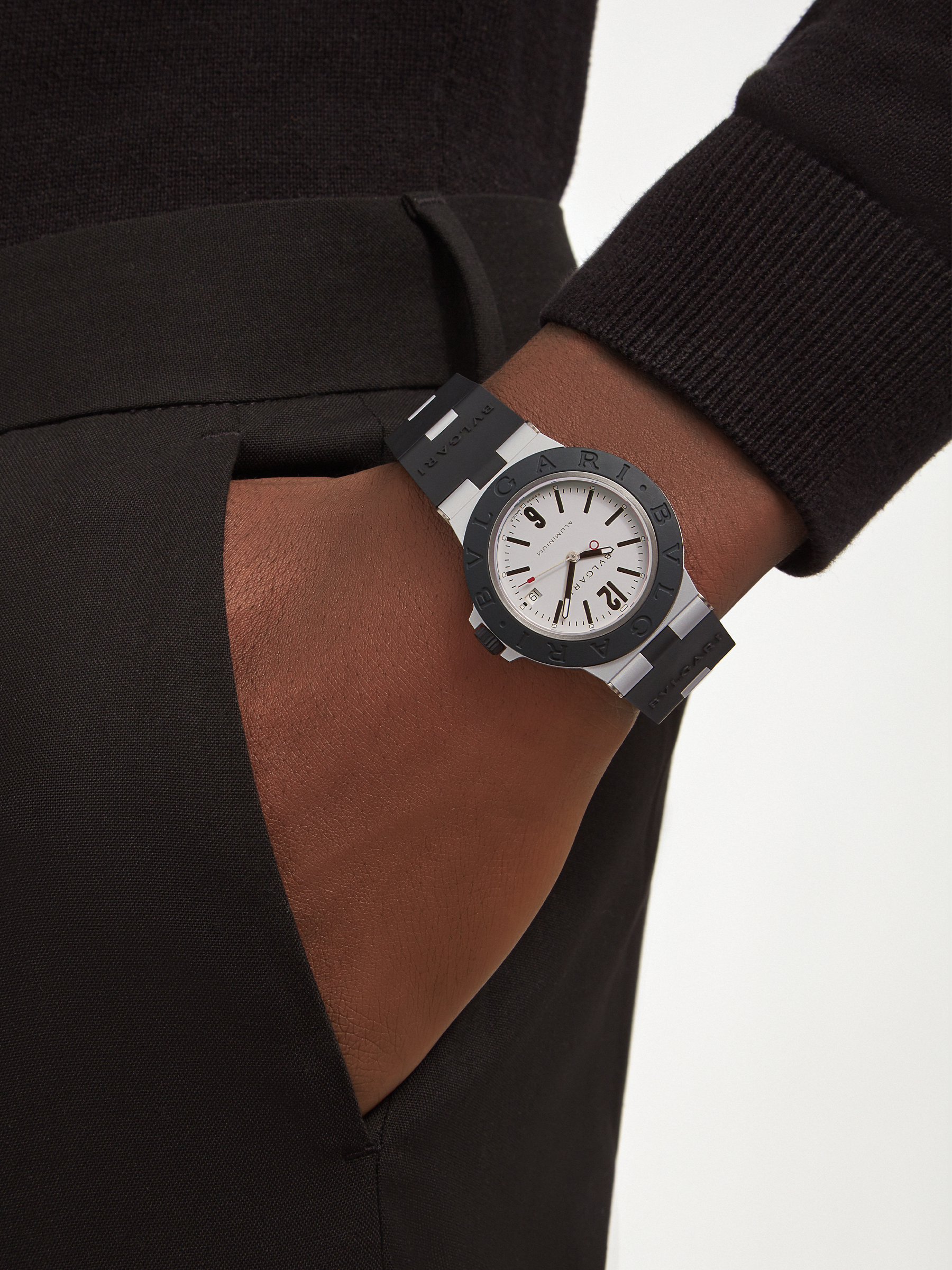 Bvlgari Aluminium watch with mechanical manufacture movement, automatic winding, 40 mm aluminium case, black rubber bezel with BVLGARI BVLGARI engraving, grey dial and black rubber bracelet. Water resistant up to 100 metres 103382 image 2