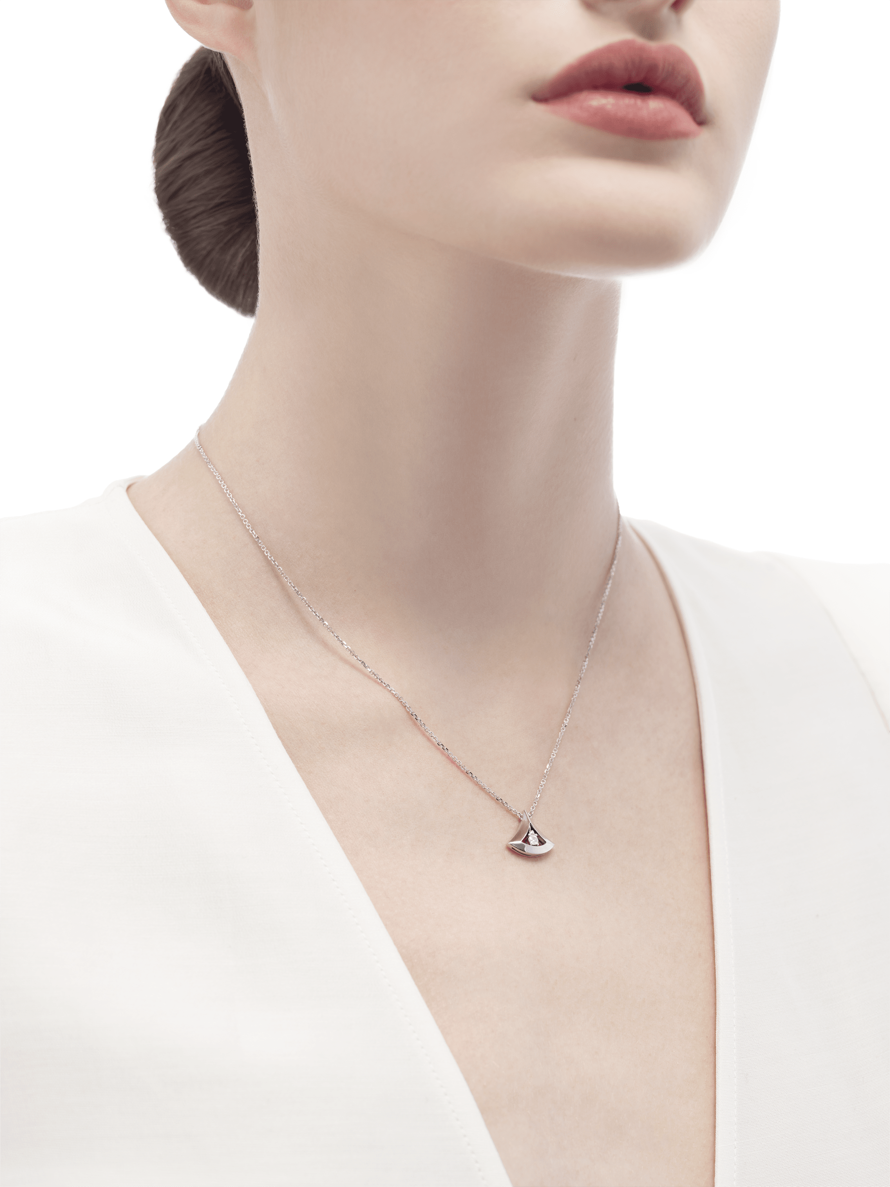 DIVAS' DREAM openwork necklace in 18 kt white gold with 18 kt white gold pendant set with a central diamond (0.10 ct). 354048 image 3