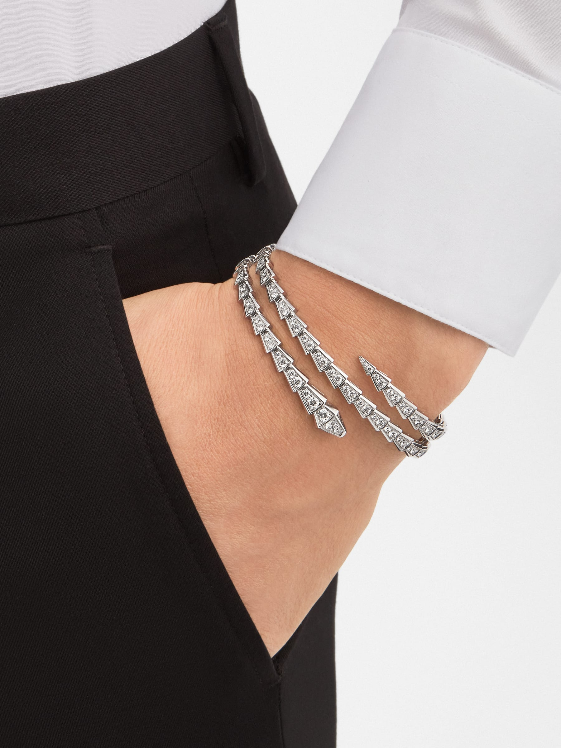 Serpenti Viper two-coil 18 kt white gold bracelet set with pavé diamonds BR858795 image 4