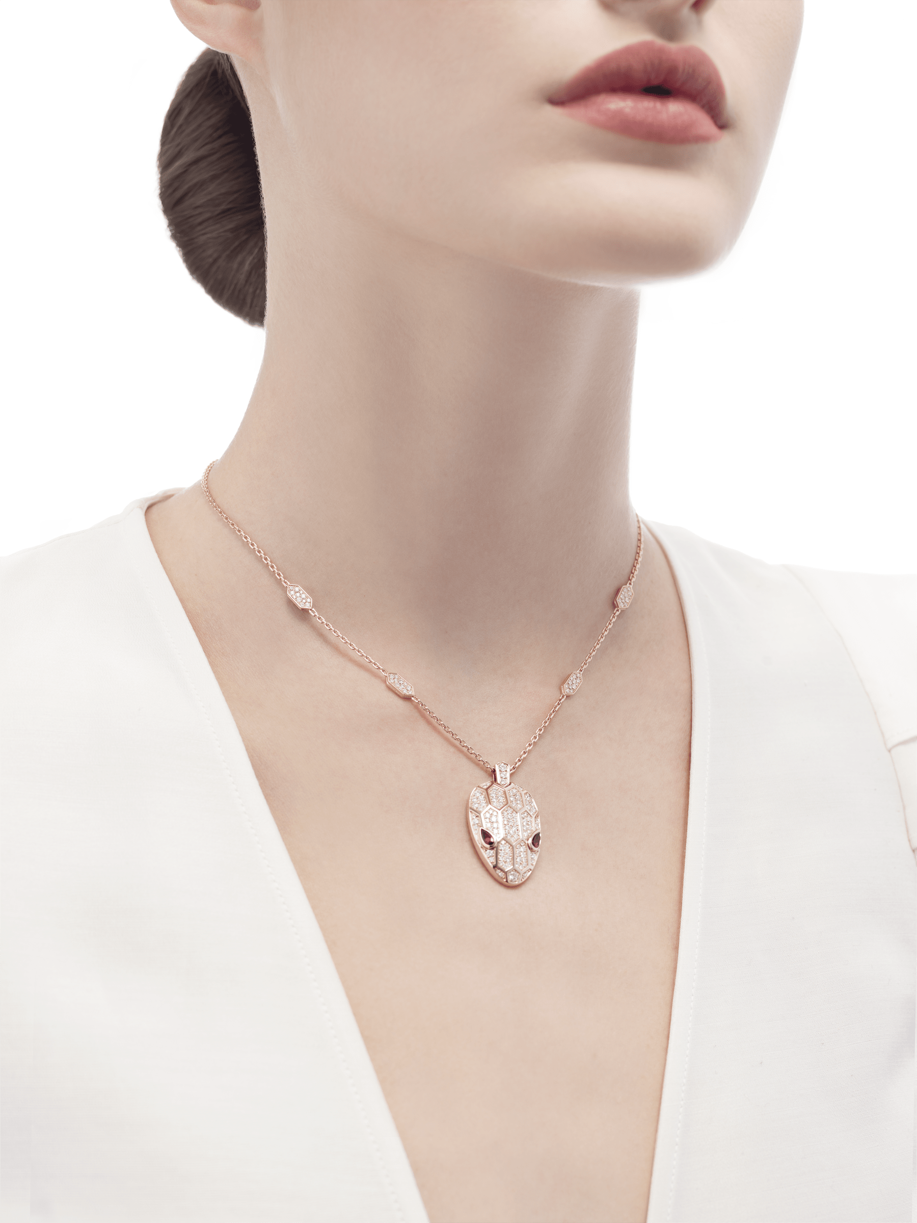 Serpenti necklace in 18 kt rose gold, set with rubellite eyes and with pavé diamonds on the chain and the head. 352725 image 4