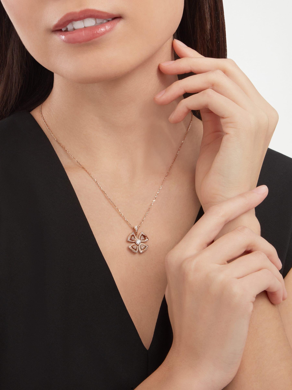 Fiorever 18K 玫瑰金項鍊,鑲飾 1 顆主鑽和密鑲鑽石。 355885 image 1