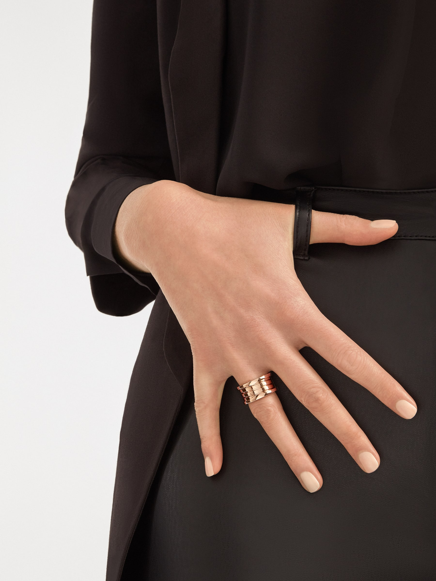B.zero1 four-band ring in 18 kt rose gold. B-zero1-4-bands-AN856732 image 4
