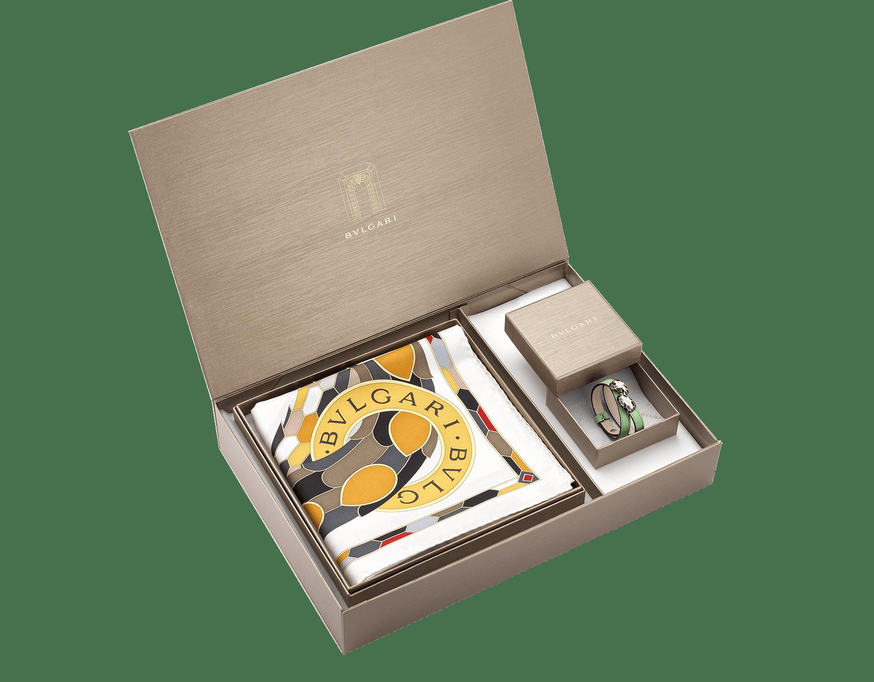 Элегантная коробка с изделиями Bvlgari в качестве особого подарка. Откройте в себе творческий потенциал, подобрав идеальное сочетание. women-gift-set-bracelet-and-scarf image 1