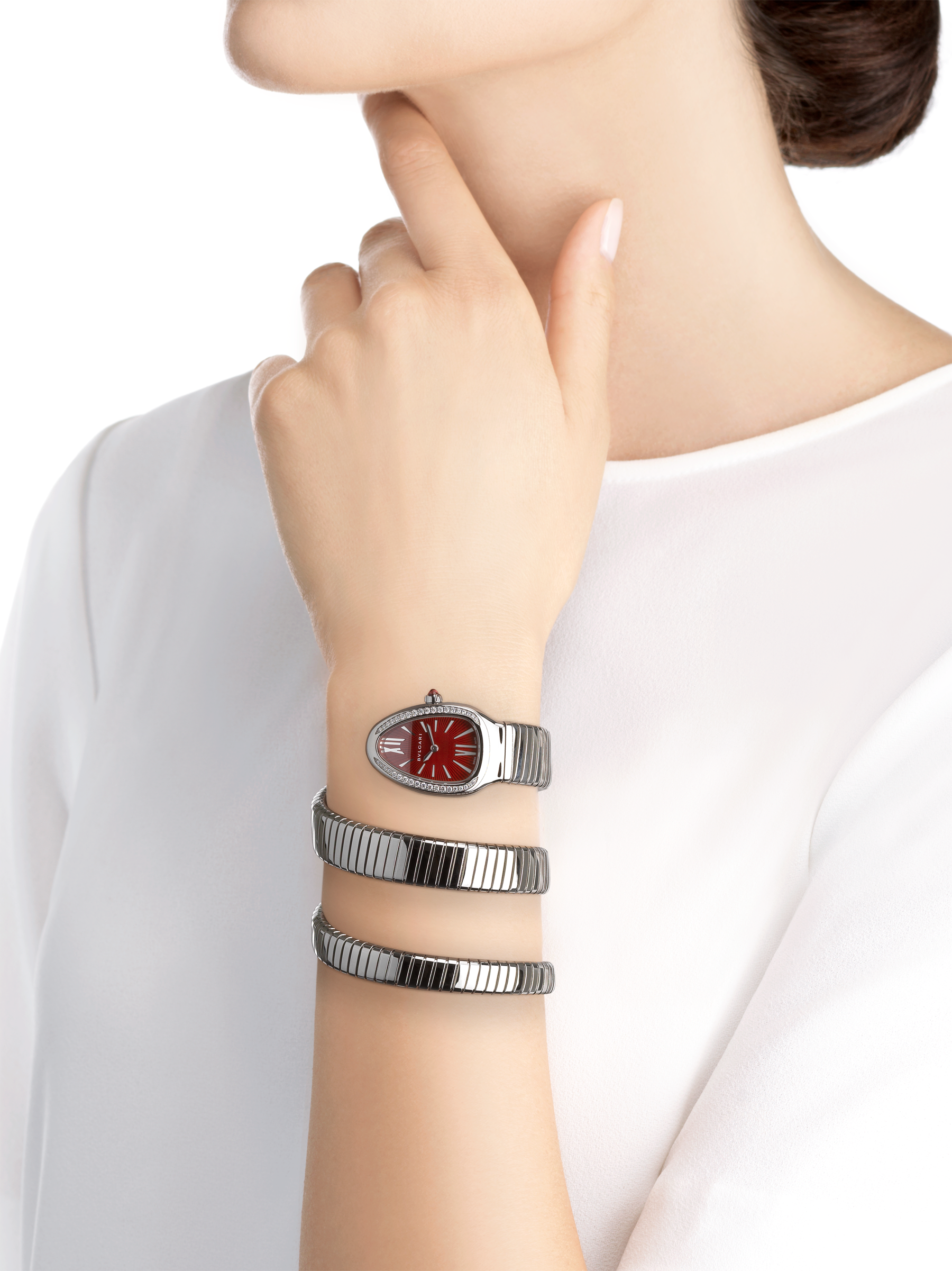 Serpenti Tubogas double spiral watch with stainless steel case set with brilliant cut diamonds, red lacquered dial and stainless steel bracelet. 102682 image 4