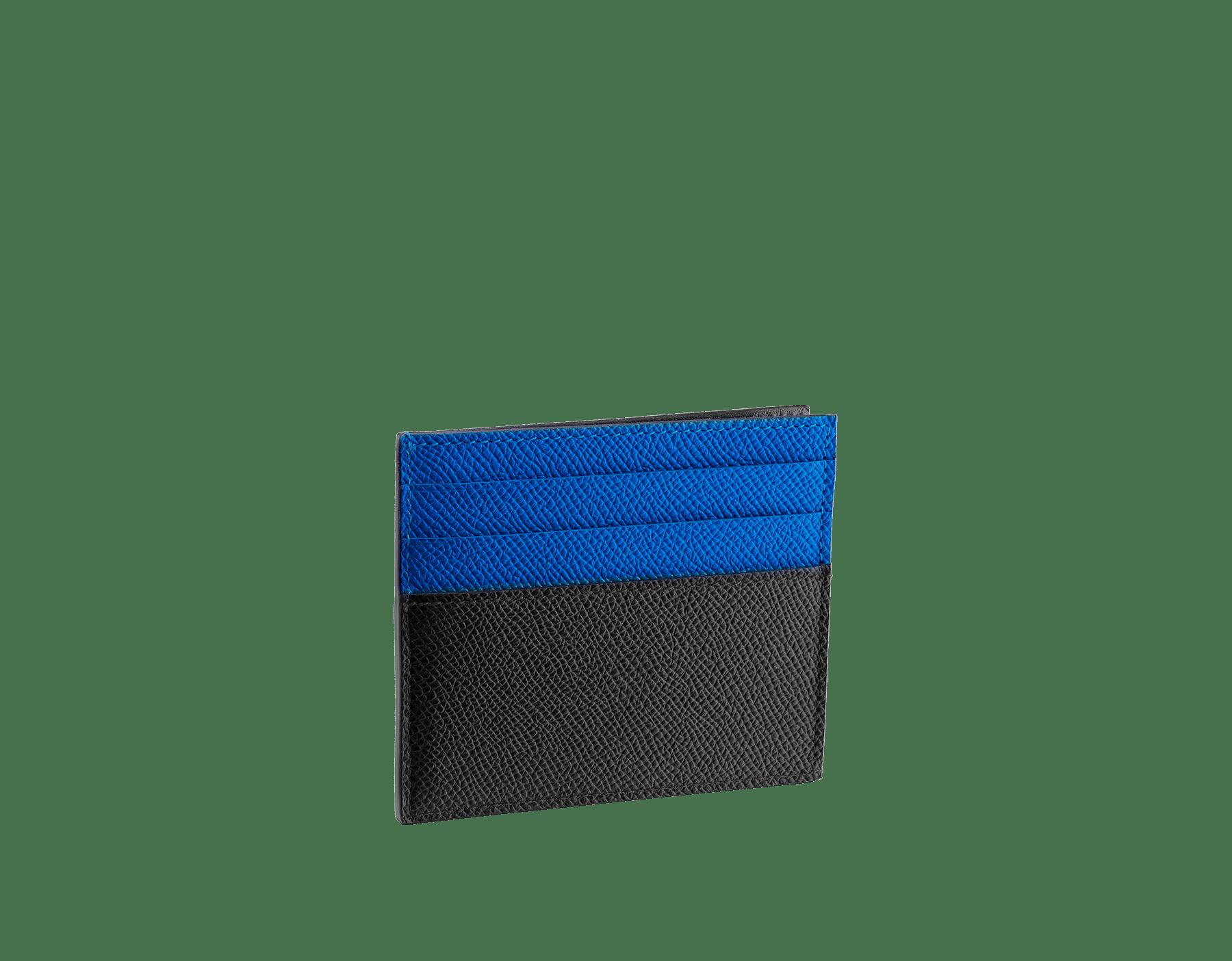 Porta-cartão de crédito aberto BVLGARIBVLGARI em couro de novilho granulado preto e turmalina-cobalto com forro em napa preta. Icônica decoração de logotipo em metal banhado a paládio. 288308 image 1