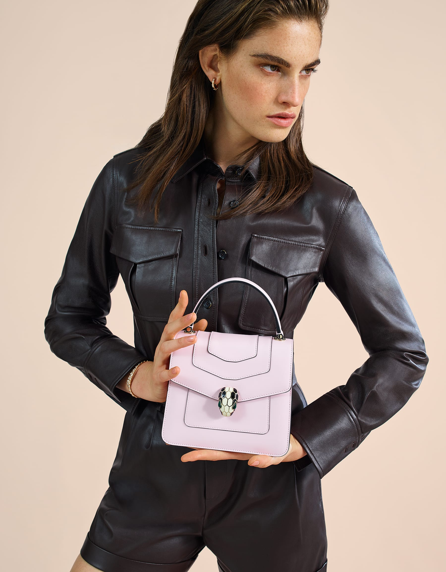 Serpenti Forever crossbody bag in rosa di francia calf leather. Iconic snakehead closure in light gold plated brass embellished with black and white enamel and green malachite eyes. 288712 image 5
