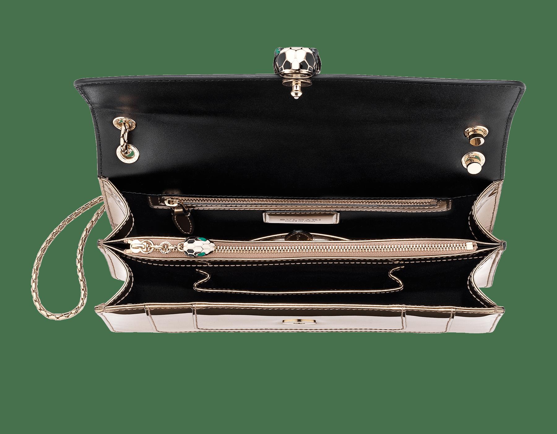 Sac à rabat Serpenti Forever en cuir de veau métallisé brossé bronze ancien avec fermoir Serpenti en laiton plaqué or pâle et émail noir et blanc avec yeux en malachite verte. 39794 image 4
