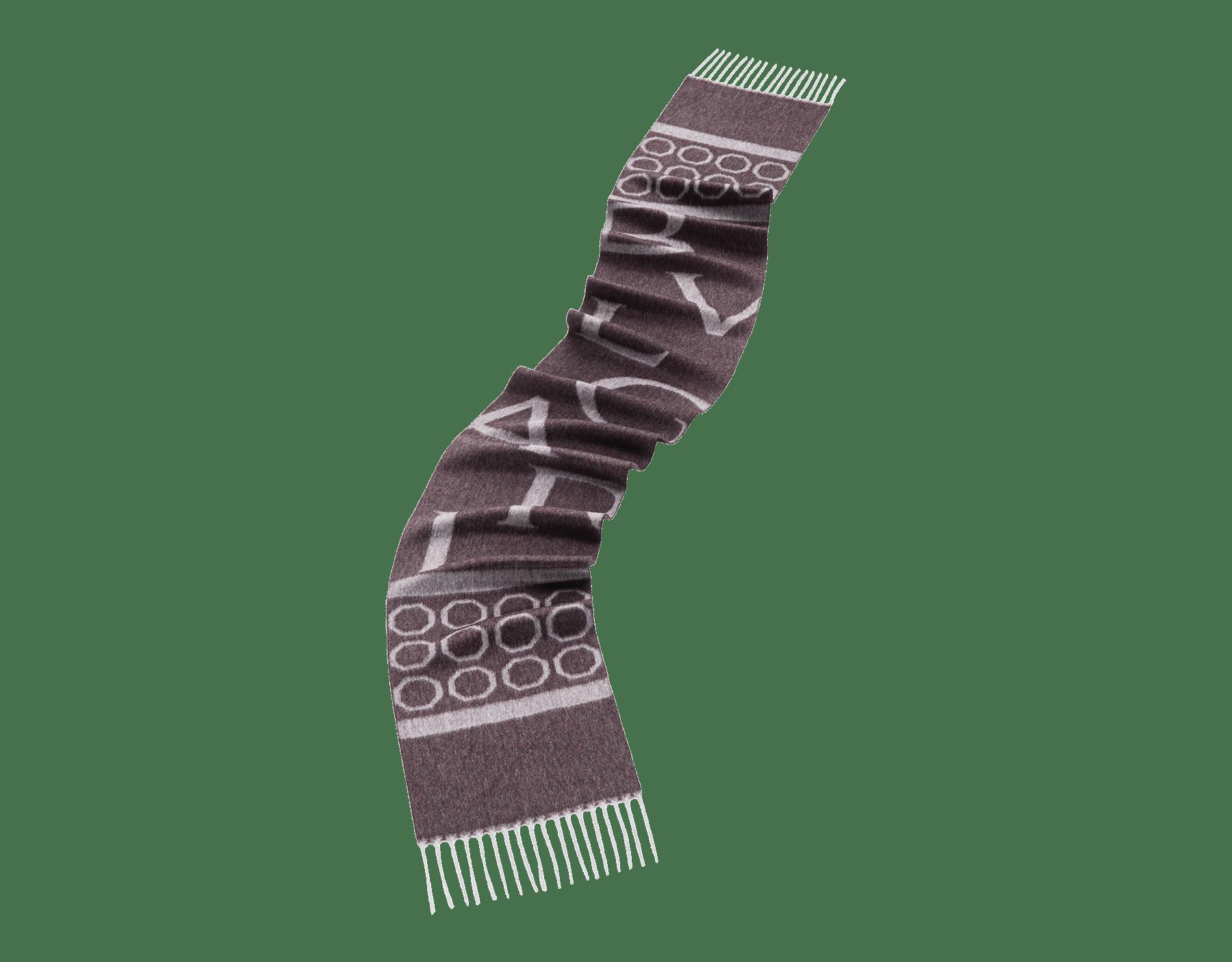ライトグレーのオクトロゴ ストール。上質なカシミヤ製。 OCTOLOGO image 1