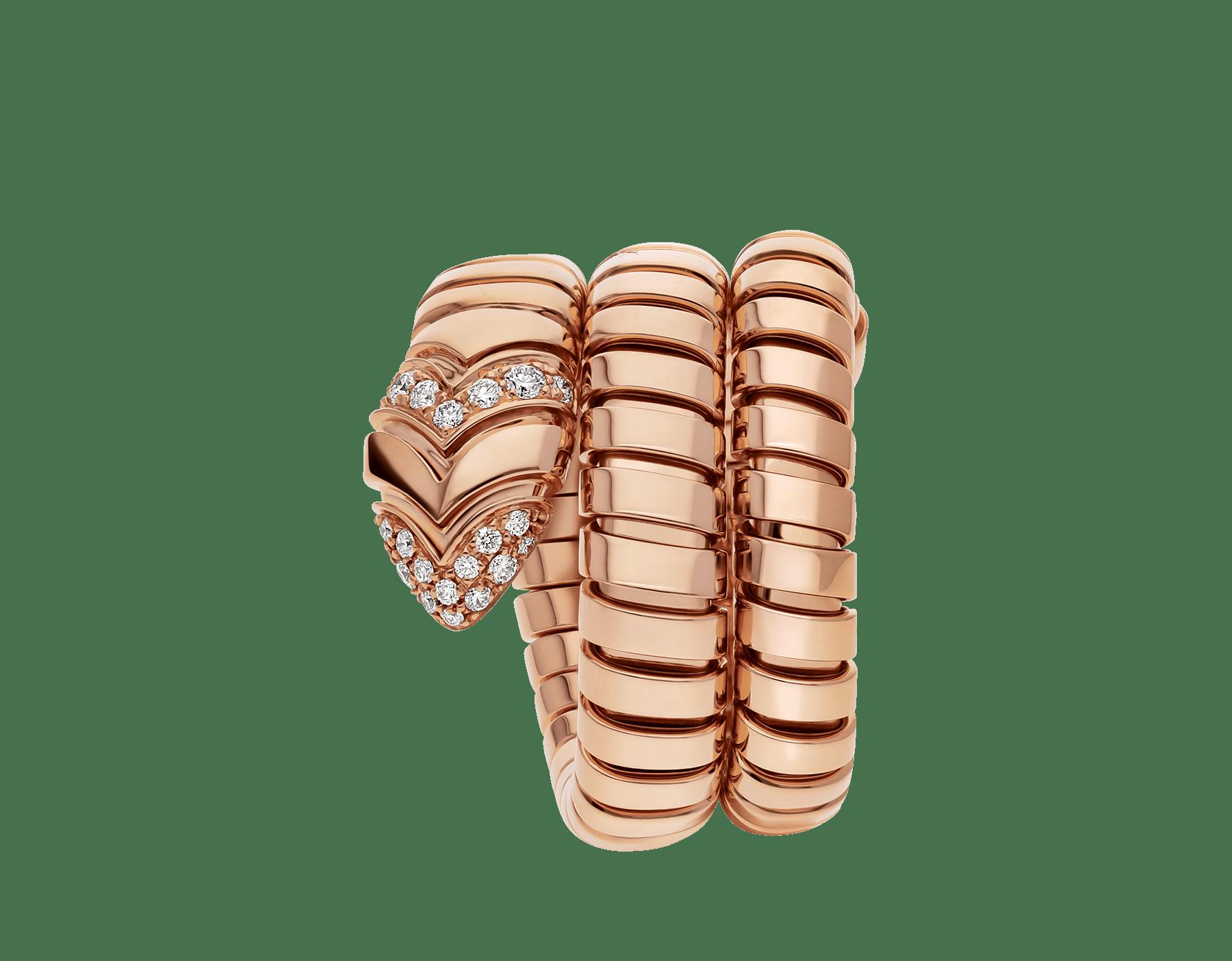 Associant le motif du serpent à la technique Tubogas pour créer une nouvelle forme de séduction, la bague Serpenti s'enroule autour du doigt avec la féminité de l'or rose et le glamour éclatant du pavé diamants. AN856571 image 2