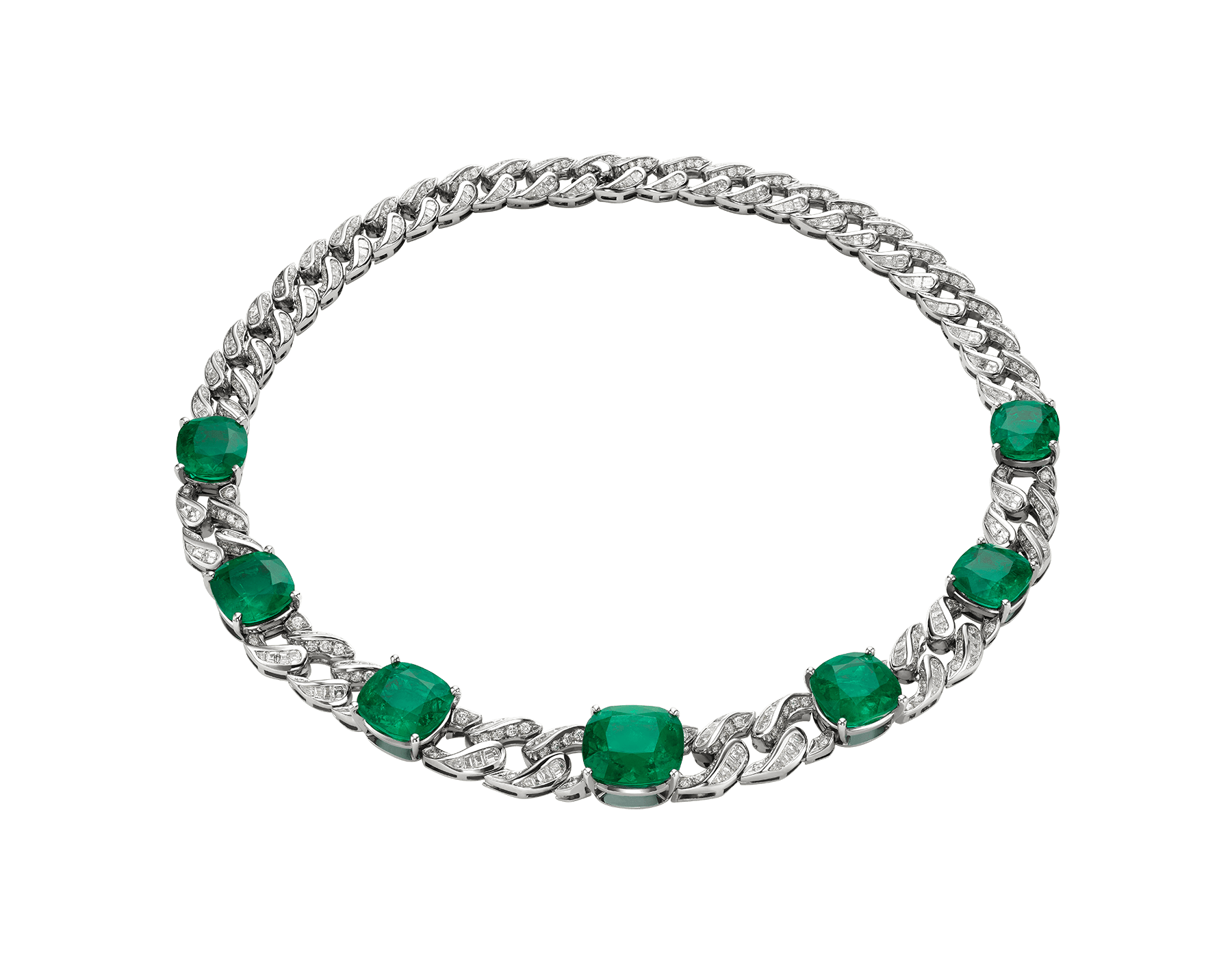 With the most amazing emeralds, set on a stately chain and married with diamonds into a timeless design, the Gemme principesche necklace sparkles with royal magnificence. 260504 image 1