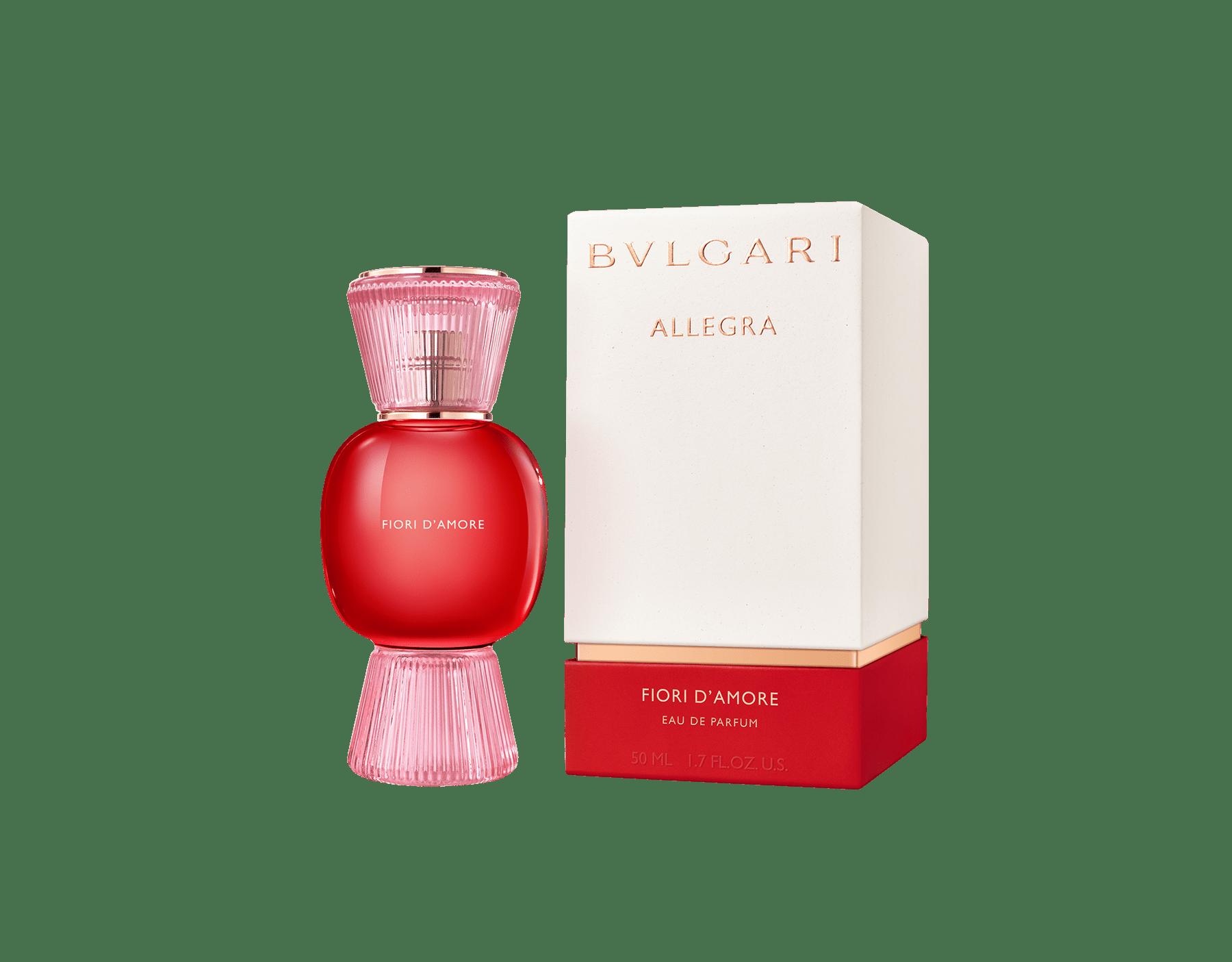 """""""Fresca, vellutata, fruttata. lo splendore di una rosa rossa"""" Jacques Cavallier L'emozione di un enorme bouquet di rose in una magnifica essenza floreale 41241 image 2"""