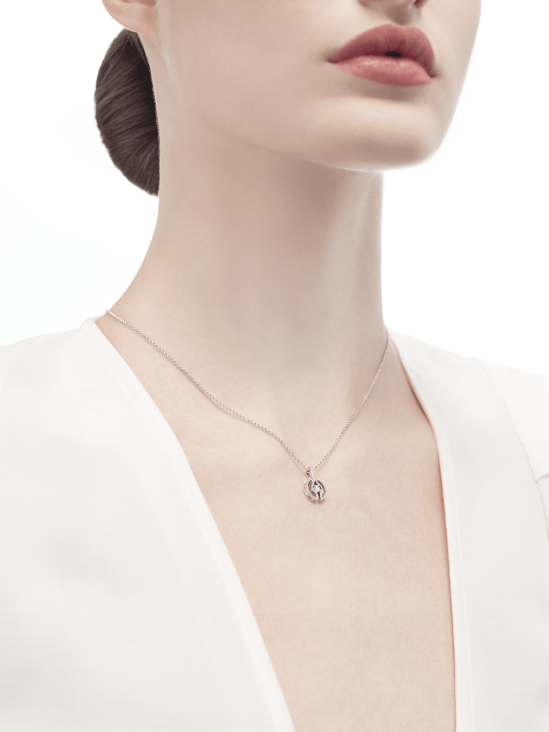 Parentesi necklace with 18 kt white gold chain and pendant, set with a central diamond. 354311 image 5