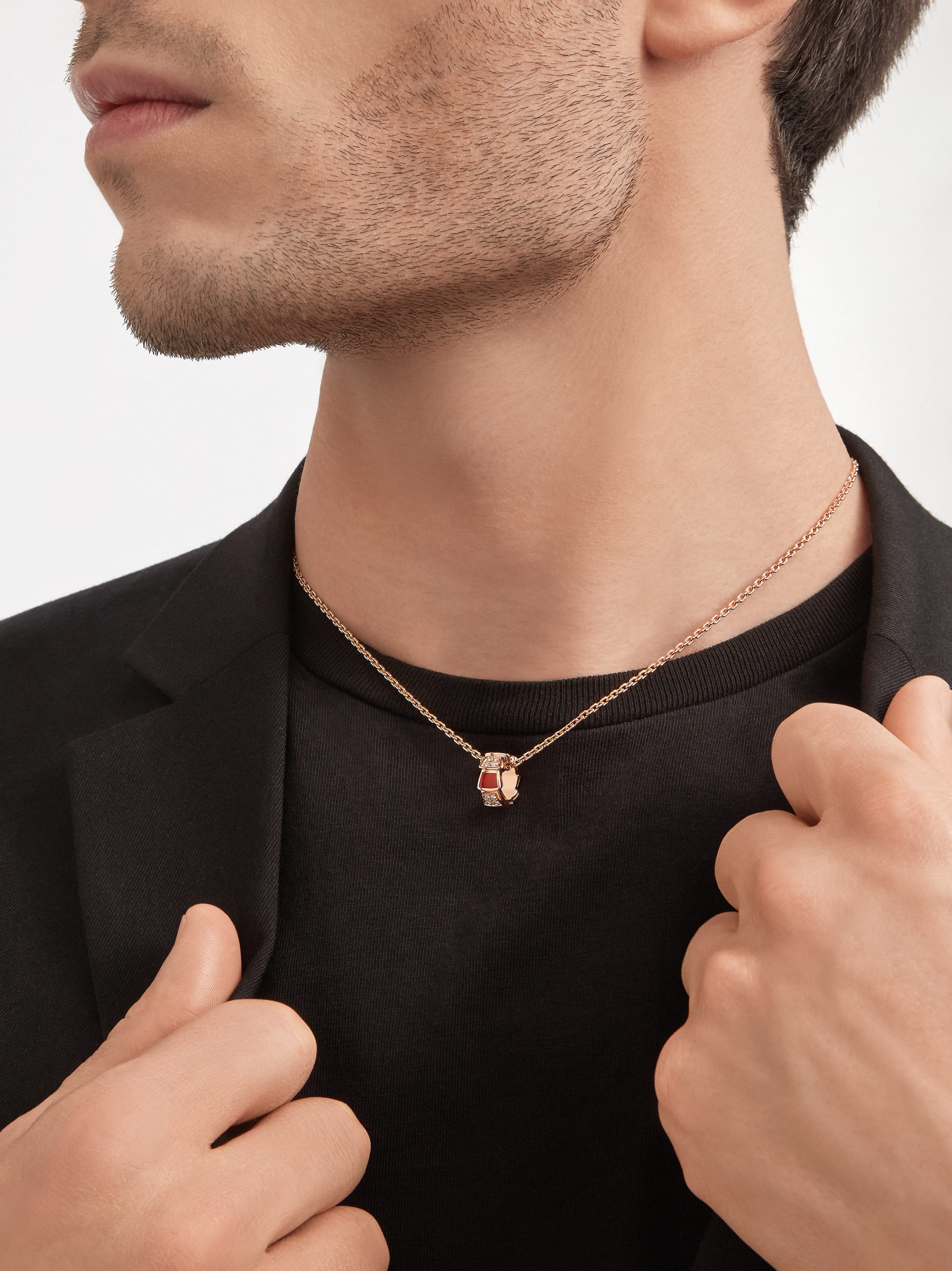 Serpenti Viper necklace with 18 kt rose gold chain and 18 kt rose gold pendant set with carnelian elements and demi pavé diamonds. 355088 image 5