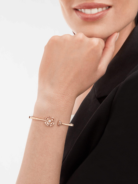 Fiorever 18 kt rose gold bracelet set with a central diamond and pavé diamonds. BR858672 image 3