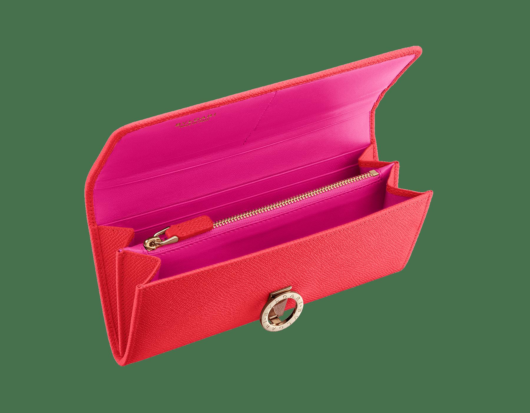 Pochette-portefeuille BVLGARI BVLGARI en cuir de veau grainé couleur Sea Star Coral et cuir nappa couleur Pink Spinel. Fermoir emblématique orné du logo Bvlgari en laiton doré. 288180 image 2