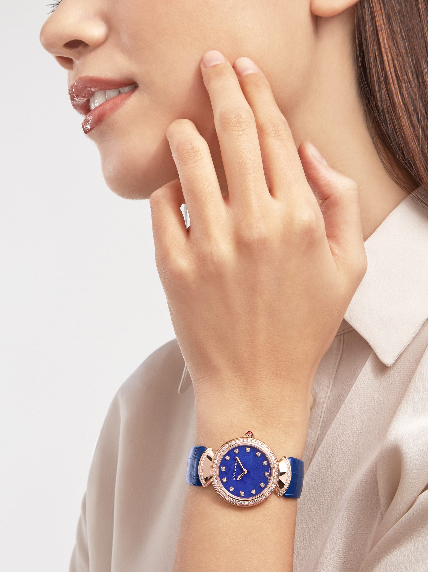 DIVAS' DREAM watch with 18 kt rose gold case, 18 kt rose gold bezel and fan-shaped links both set with round brilliant-cut diamonds, lapis lazuli dial, diamond indexes and blue alligator bracelet 103261 image 1