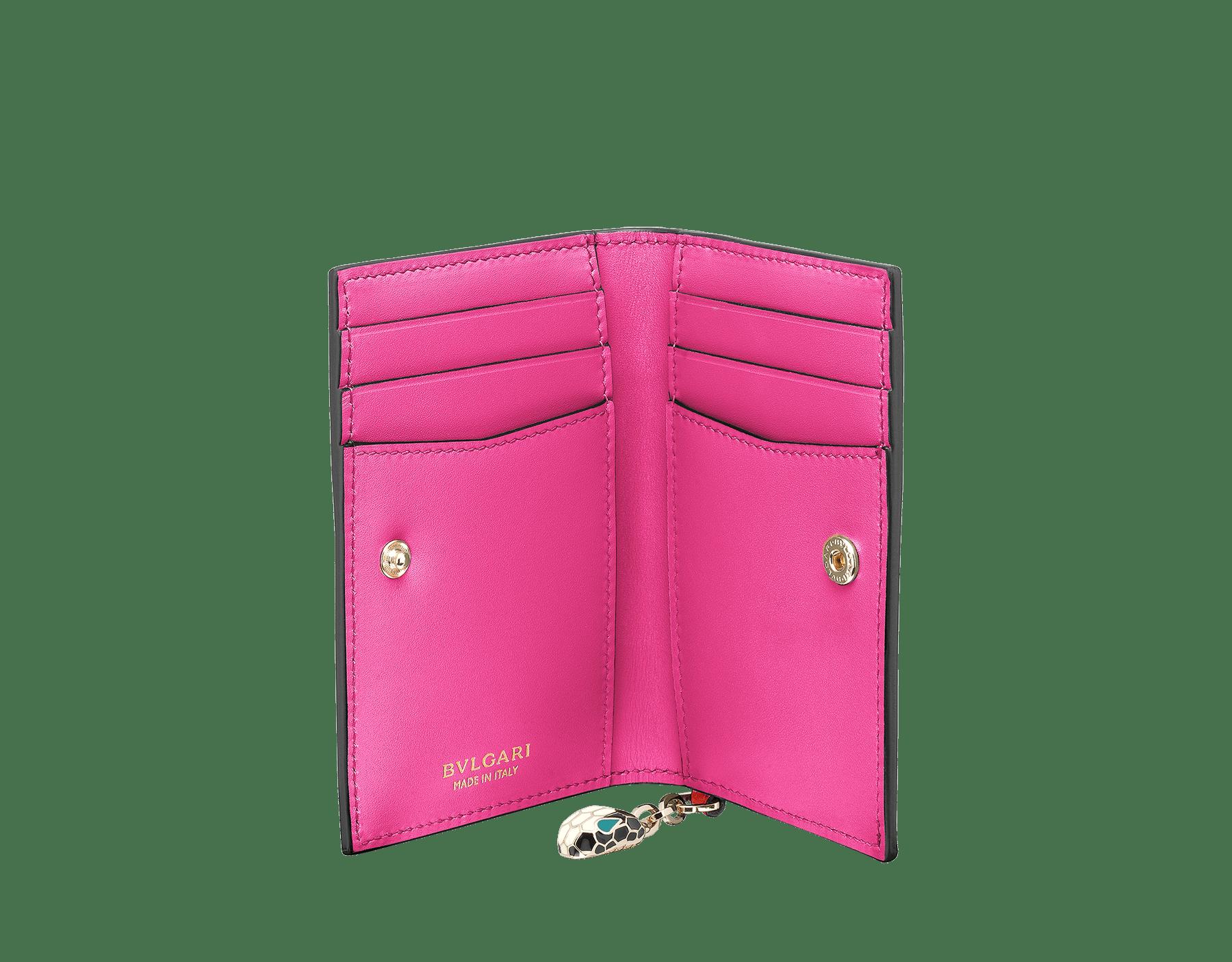 """Porta carte """"Serpenti Forever"""" in vitello verde menta e rosa quarzo toffee. Iconico ciondolo """"Serpenti"""" in smalto bianco e nero con occhi in smalto verde smeraldo. SEA-CC-HOLDER-FOLD-CLa image 2"""