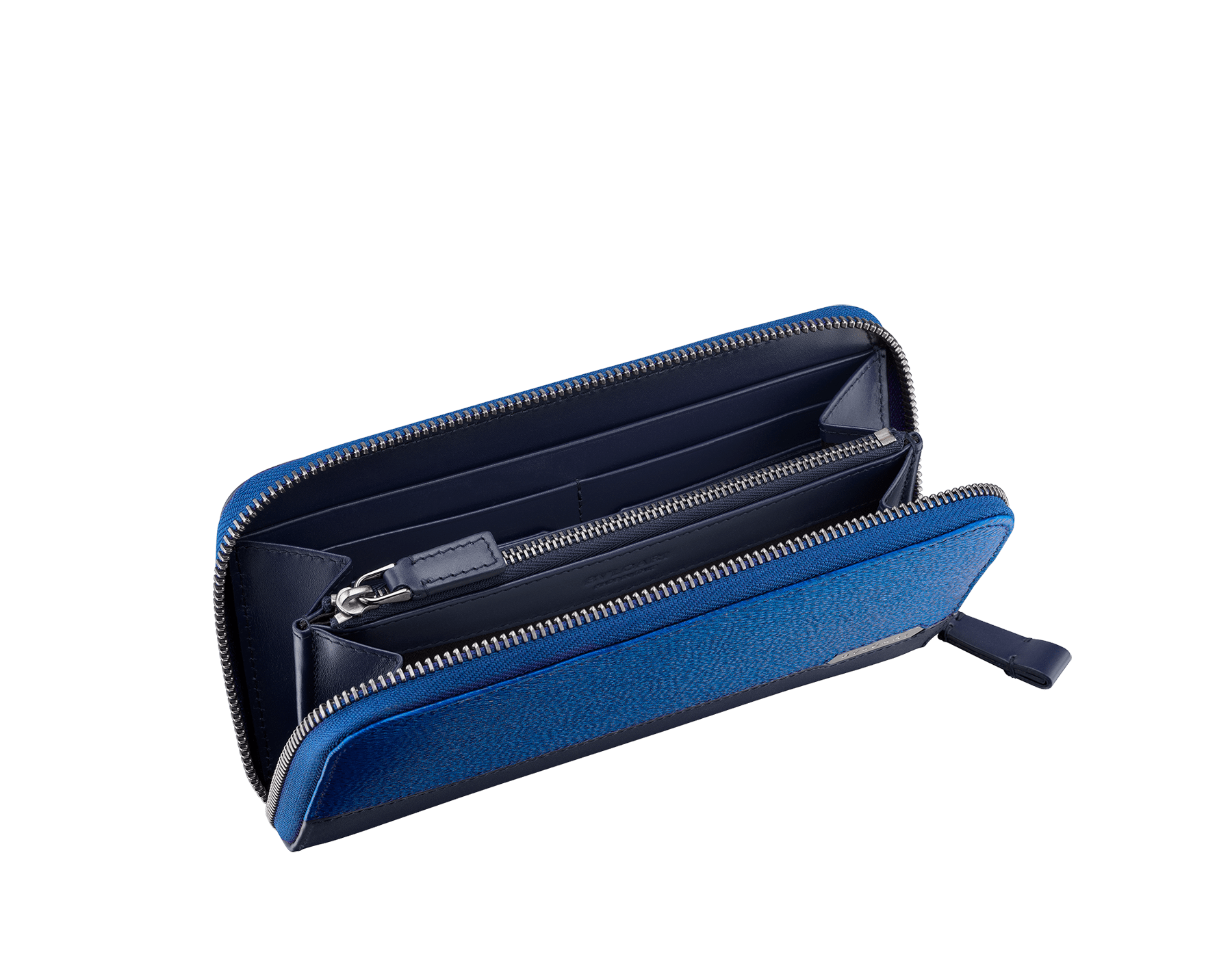 Serpenti Scaglie men's zipped wallet in cobalt tourmaline grazed calf leather and dark denim calf leather. Bvlgari logo engraved on the hexagonal scaglie metal plate finished in dark ruthenium. 288604 image 2