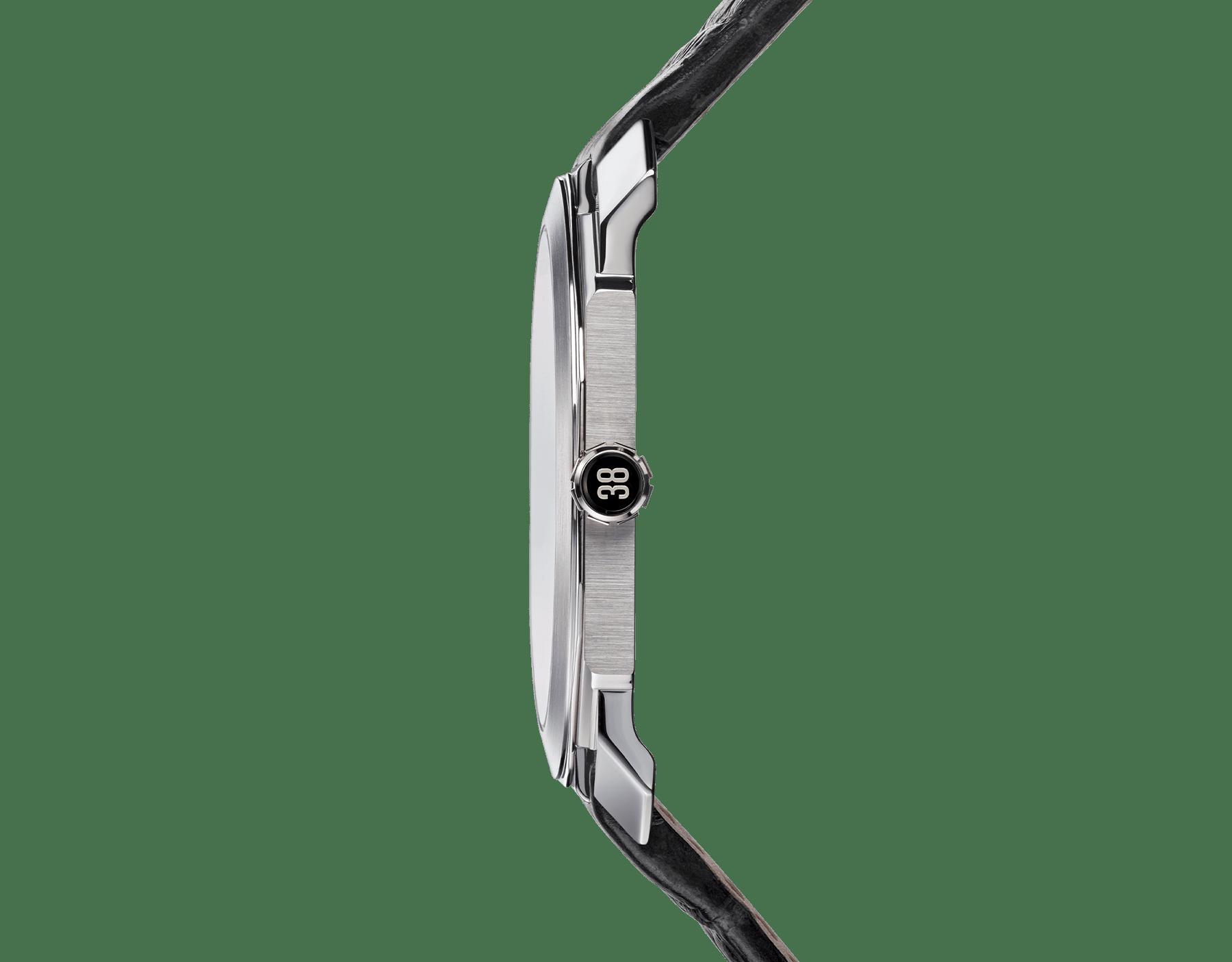 Octo Finissimo Tourbillon Squelette 腕錶搭載超薄鏤空機械機芯,手動上鍊,滾珠軸承系統,鉑金錶殼,透明錶盤,黑色鱷魚皮錶帶。 102719 image 3
