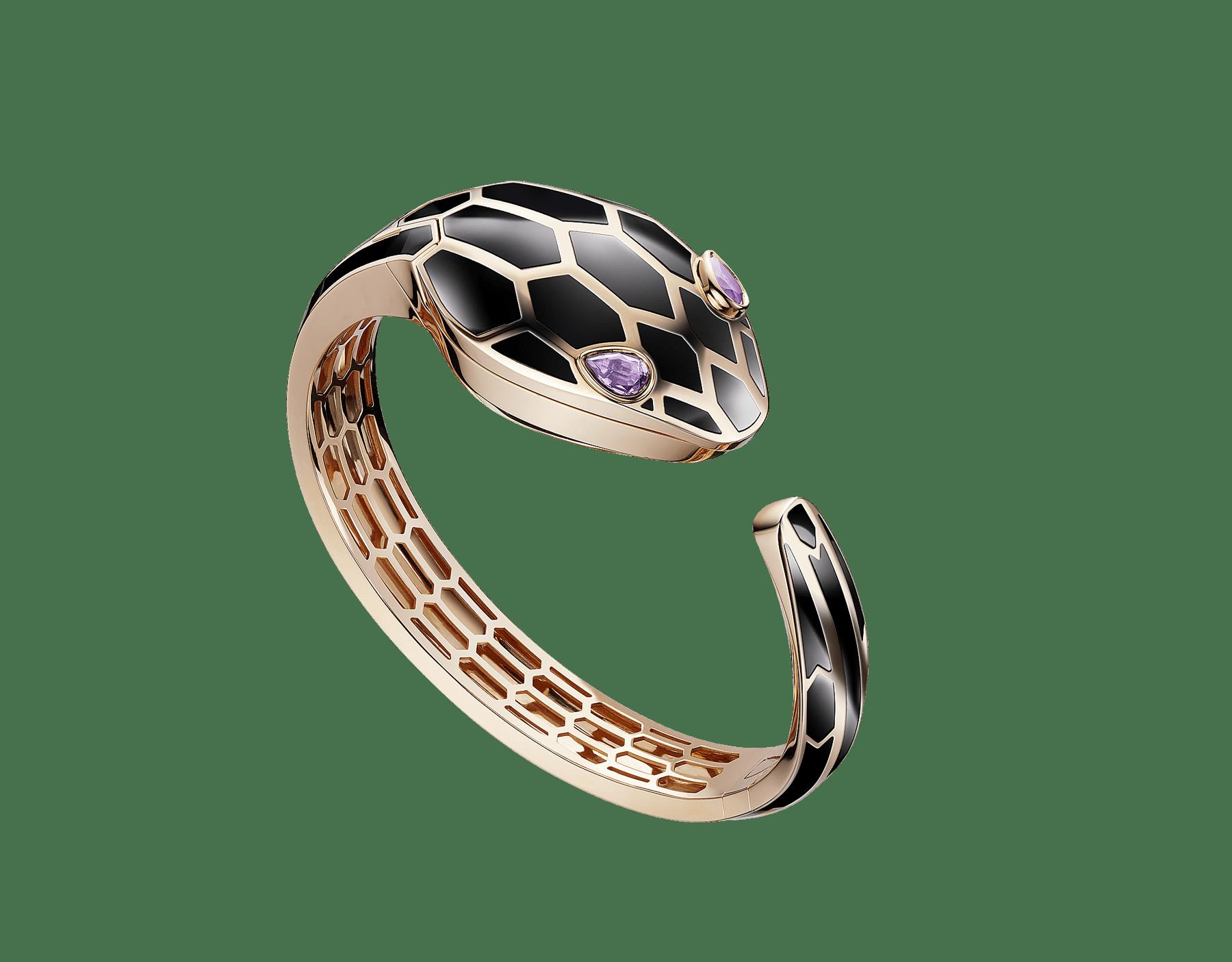 Montre à secret Serpenti Misteriosi avec boîtier et bracelet jonc en or rose 18K recouverts de laque noire, cadran laqué noir et yeux en améthyste taille poire. SrpntSecretWtc-rose-gold image 7