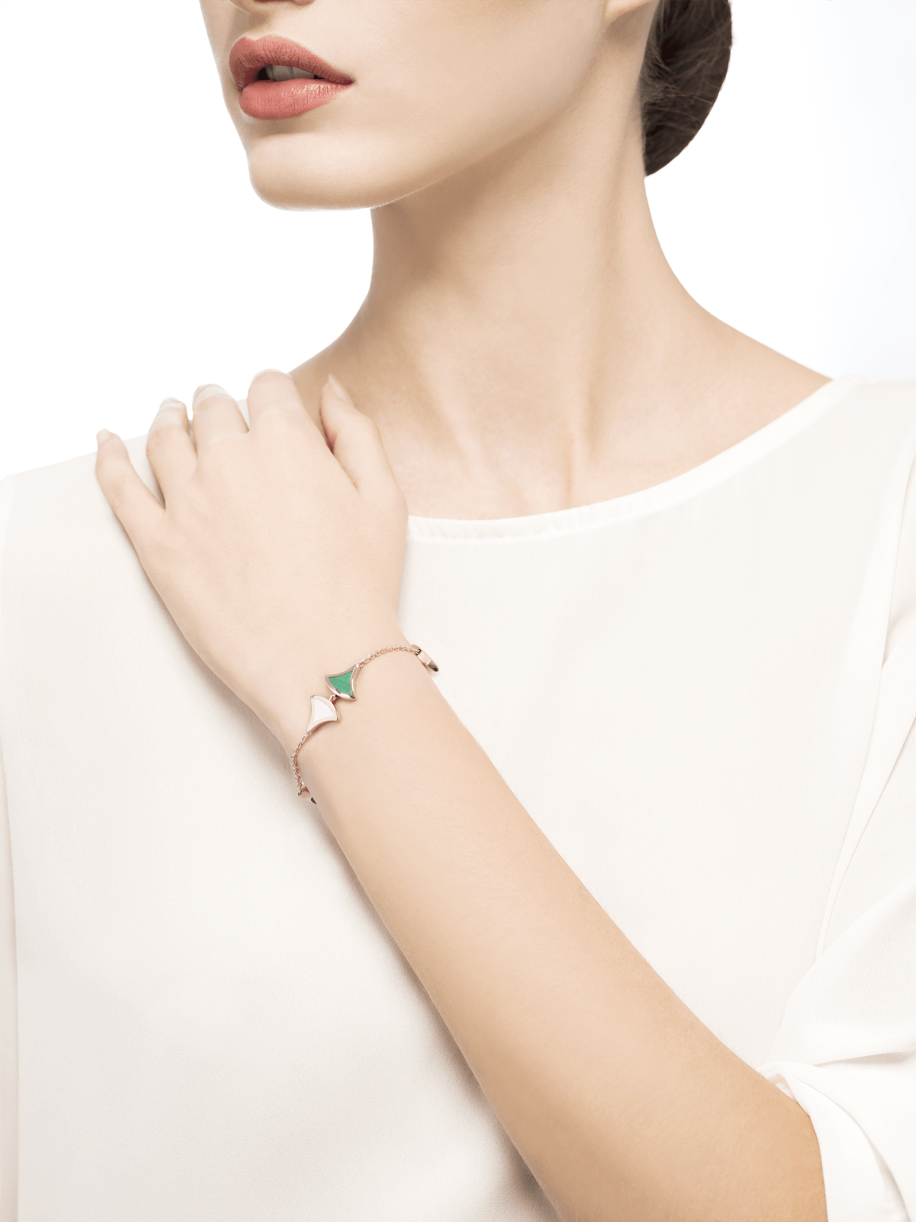 DIVAS' DREAM bracelet in 18 kt rose gold, set with malachite and mother-of-pearl elements. BR857497 image 3